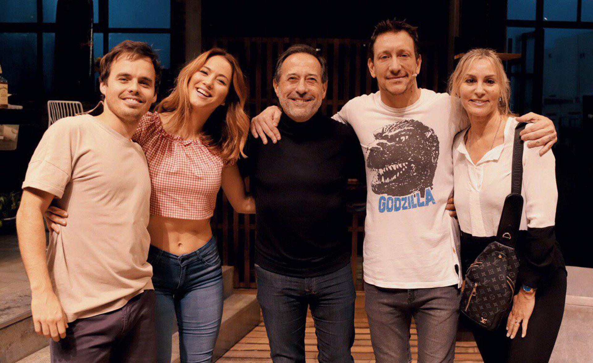 """Guillermo Francella y su mujer, Marynés Breña, fueron a ver """"Una semana nada más"""", la exitosa obra que Nico Vázquez protagoniza junto a Flor Vigna y Benjamín Vicuña"""