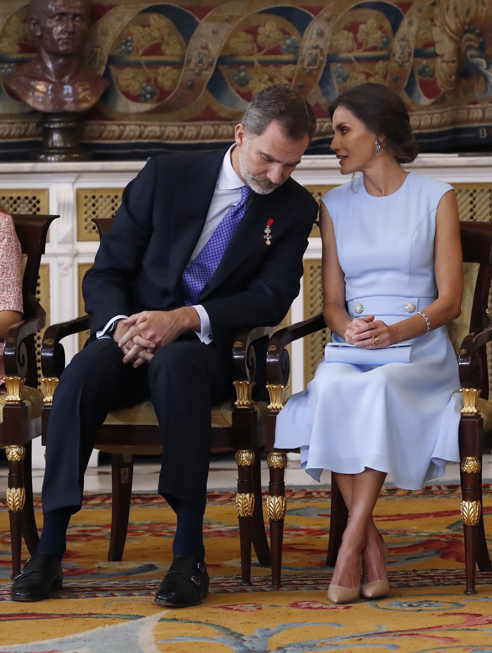 Cinco años después, los reyes repitieron la forma en que celebraron su primer aniversario y, al igual que en aquella ocasión, distinguieron en el Palacio Real con la Orden del Mérito Civil a ciudadanos que representan la realidad del día a día en España