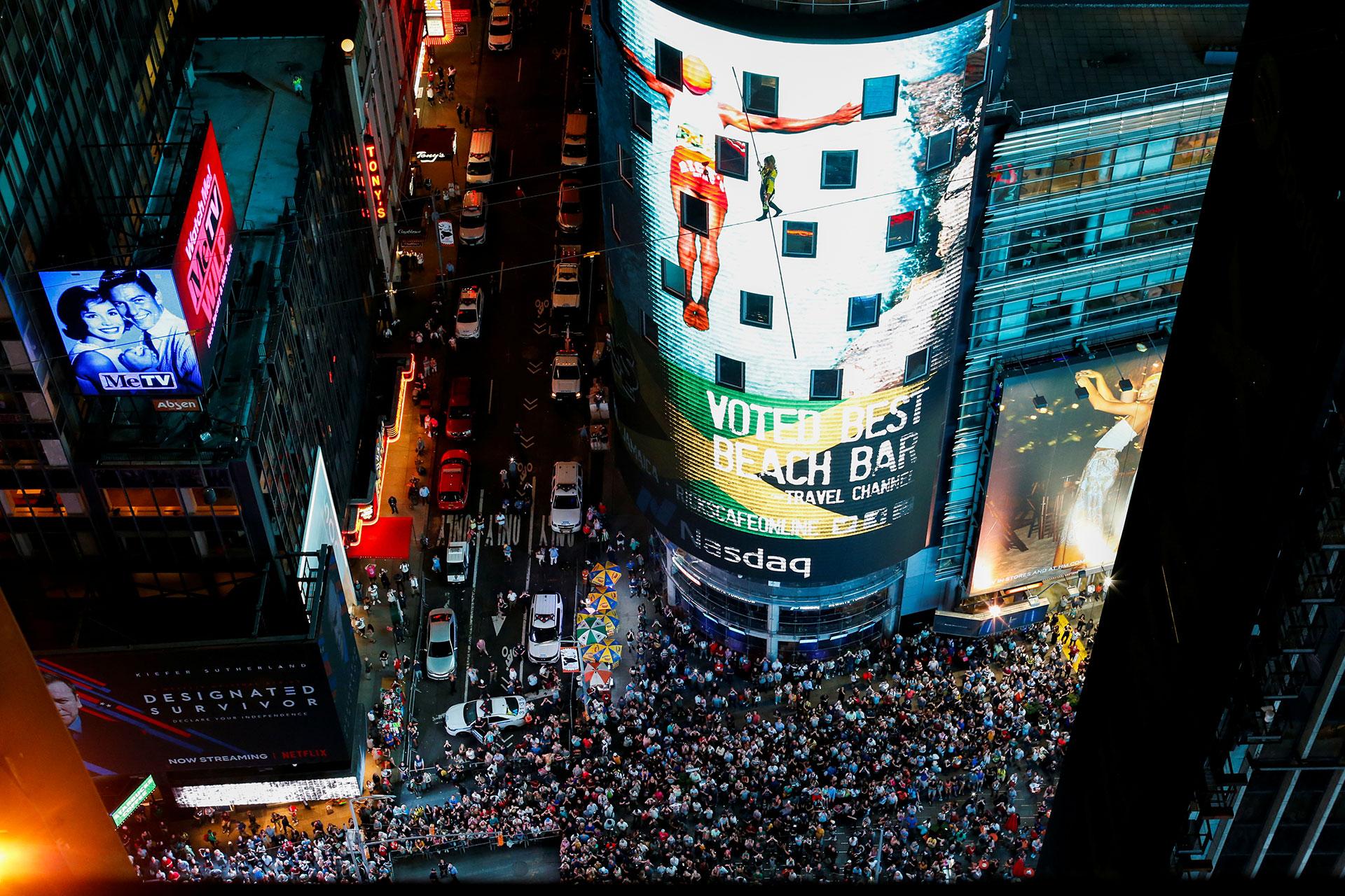 Las alturas de Nueva York por donde cruzaron sobre un cable a 25 pisos de altura los hermanos Nik y Lijana Wallenda.