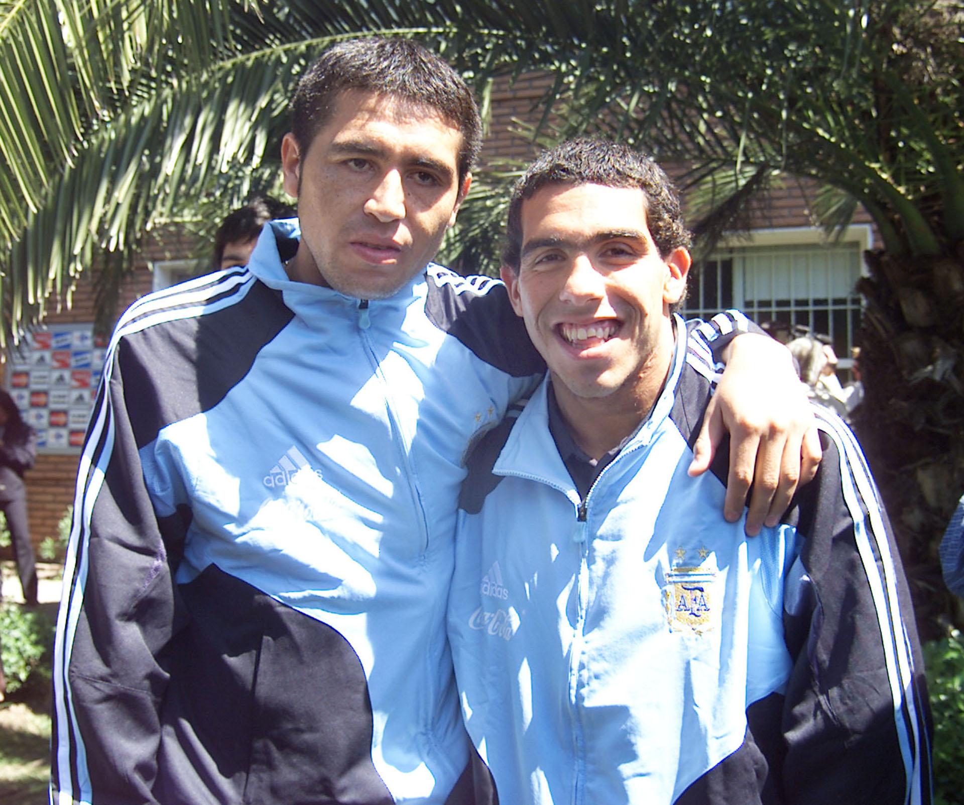 Junto a Carlos Tevez, en un entrenamiento con la Selección (NA)