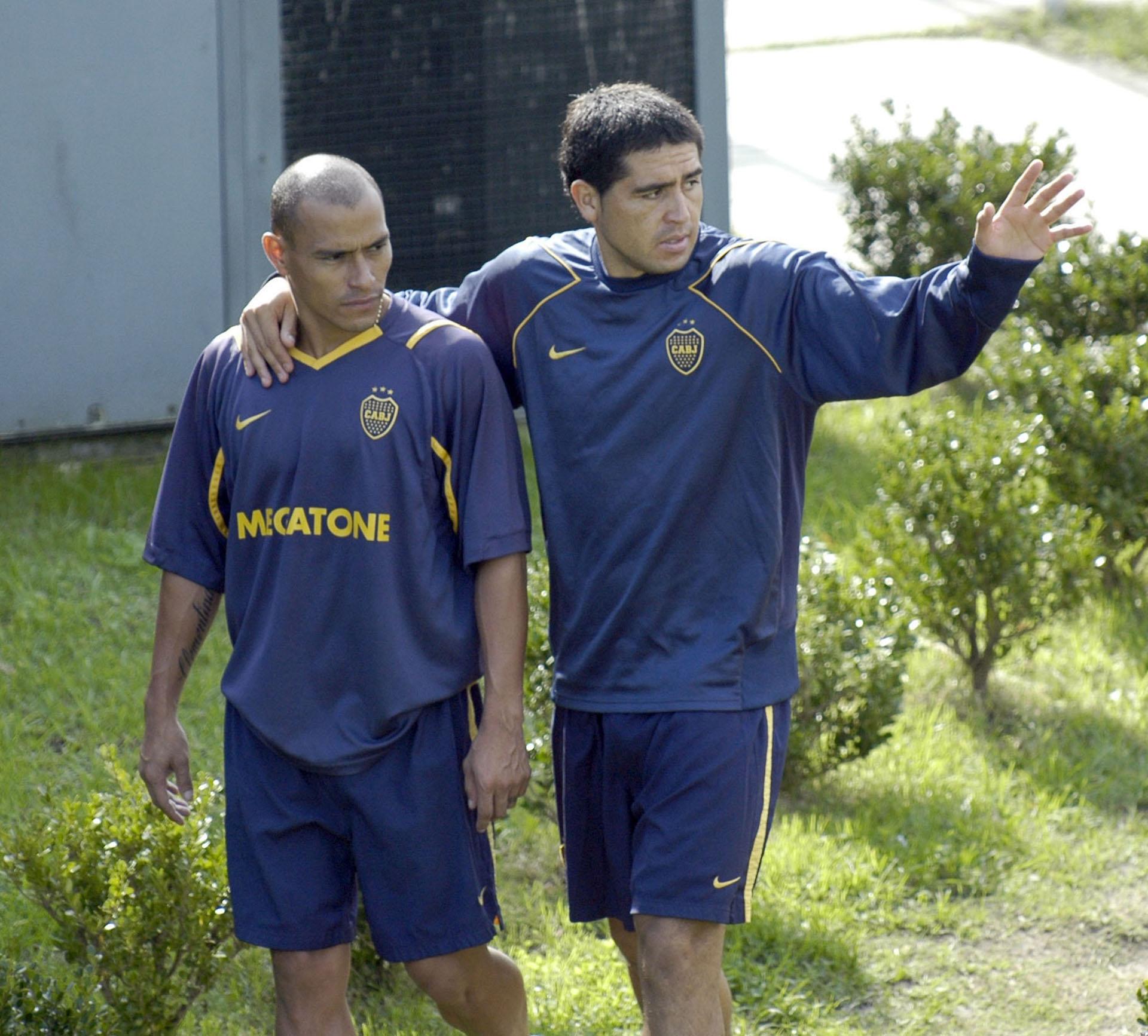 Junto a uno de sus amigos del fútbol, Clemente Rodríguez (NA)