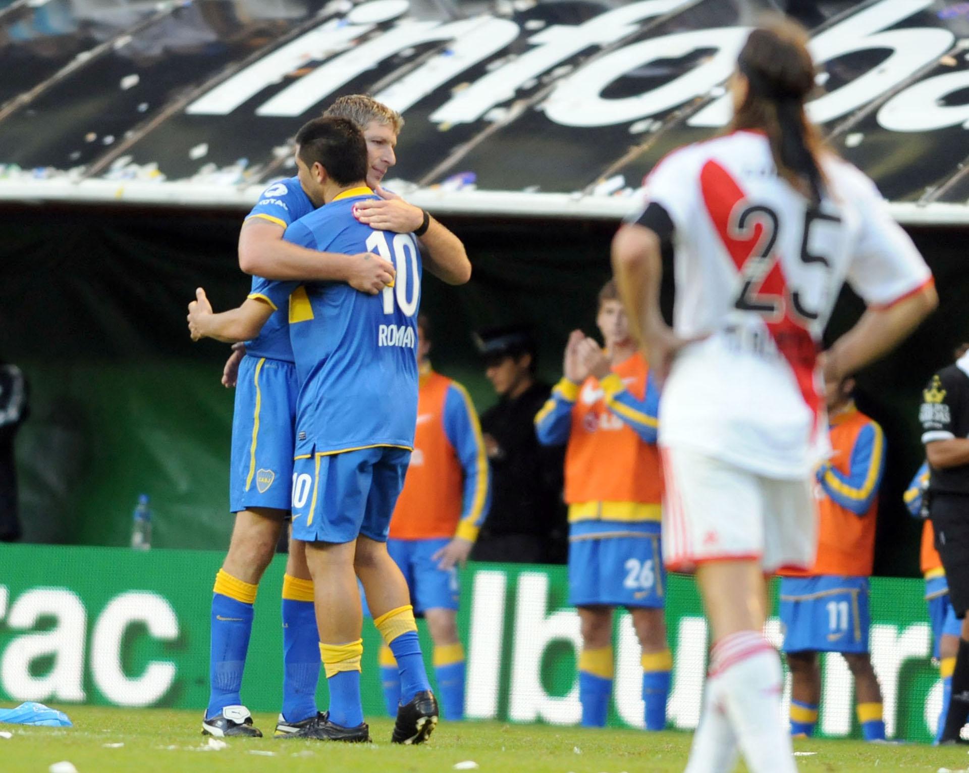 Un saludo con Martín Palermo durante un Superclásico ante River (NA)