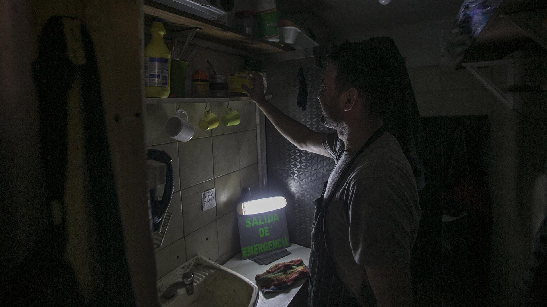 Casi 20 mil personas llevan más de 24 horas sin luz por un apagón masivo en La Plata