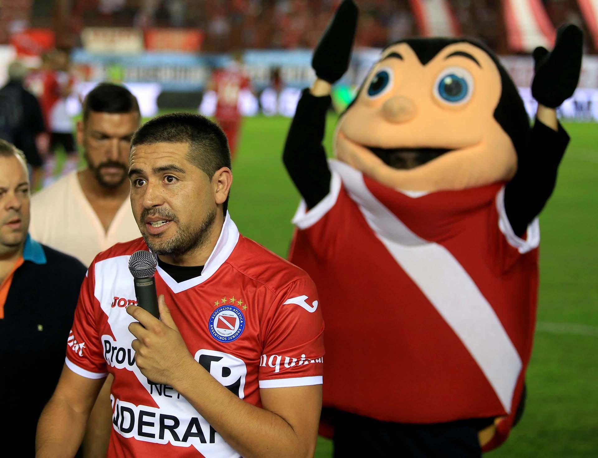 Se formó en las inferiores de Argentinos Juniors, club en el que se retiró en el 2014 (NA)