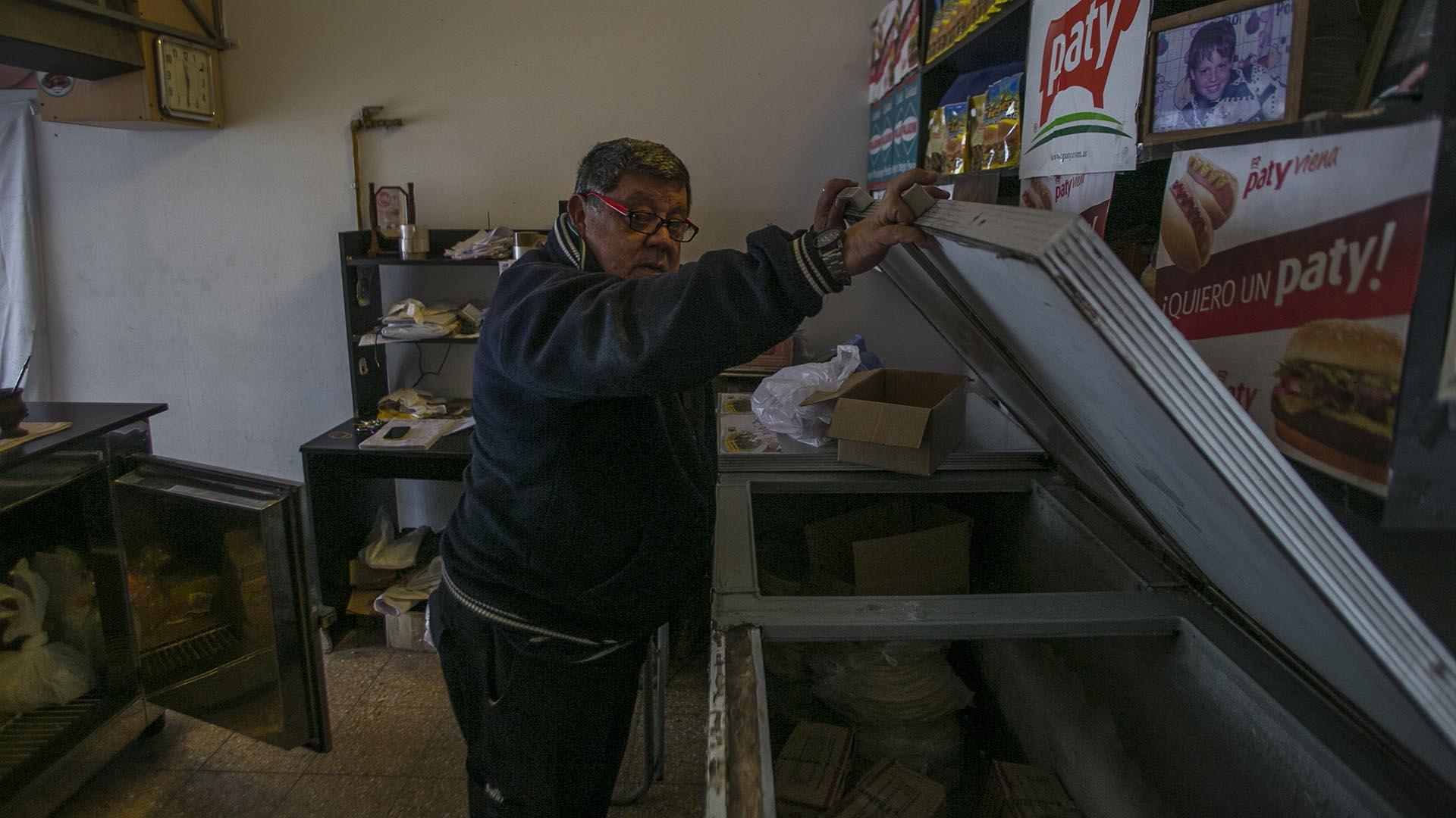 Muchos dueños de locales debieron tirar a la basura gran parte de su mercadería