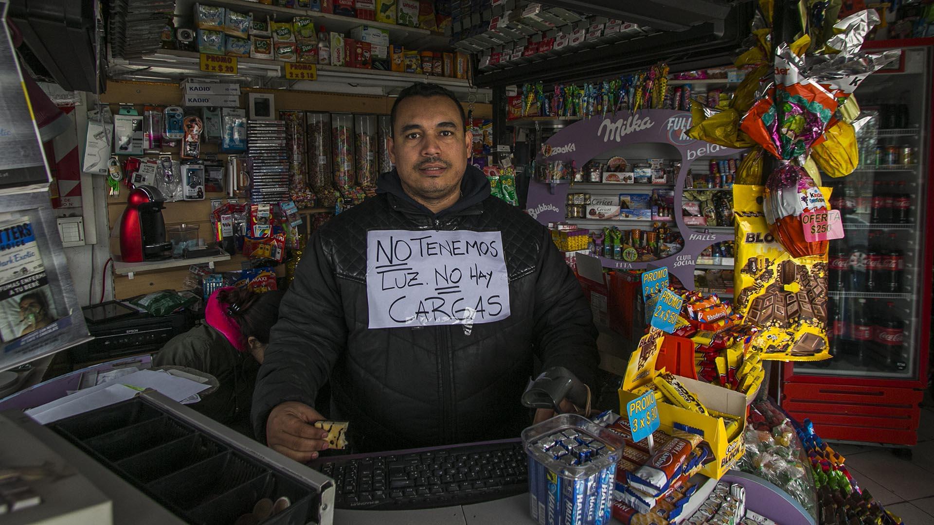 Algunos comerciantes instalaron carteles advirtiendo sobre el problema