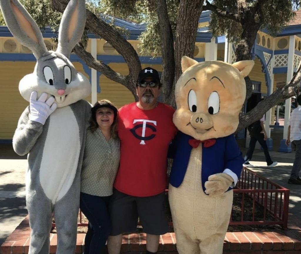 Ochoa Cejudo y su esposo, Raúl González, catedrático en Sonora, decidieron abrir una tienda de artículos deportivos hace 30 años (Foto: Facebook: Elvia Ochoa)