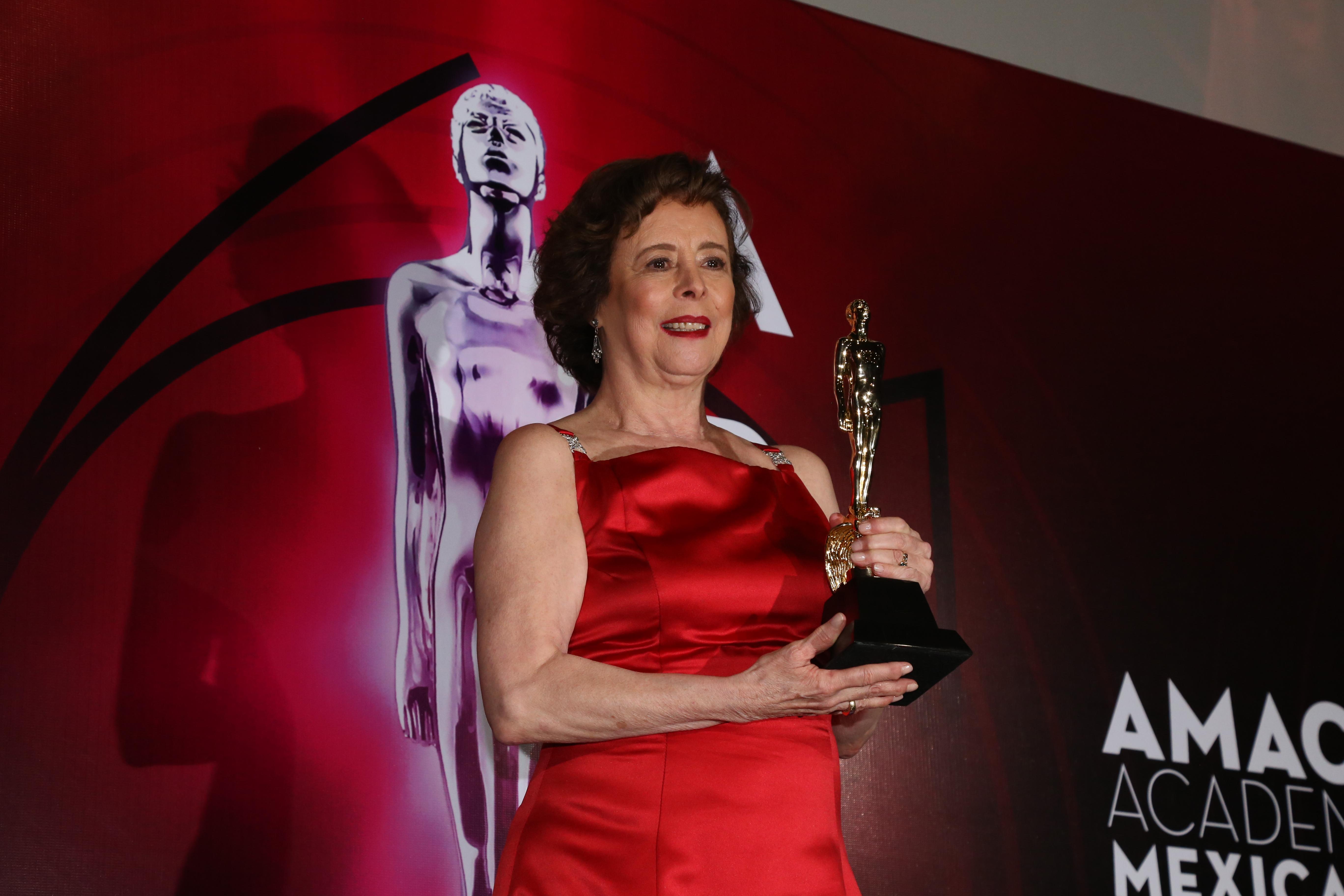 Ariel de Oro a la guionista Paz García (Foto: Juan Vicente Manrique/Infobae)