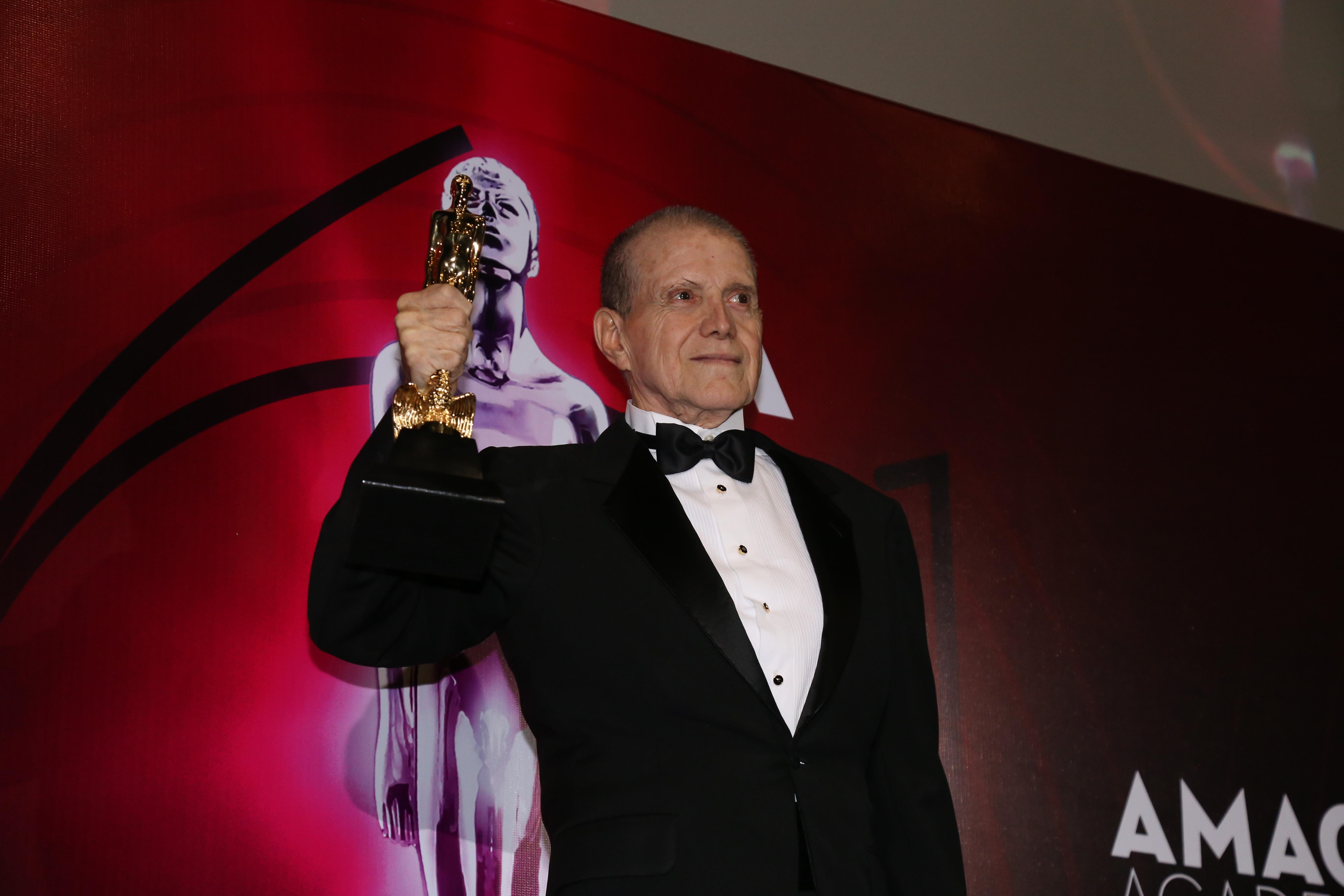Héctor Bonilla recibió un Ariel de oro por su trayectoria (Foto: Juan Vicente Manrique/Infobae)