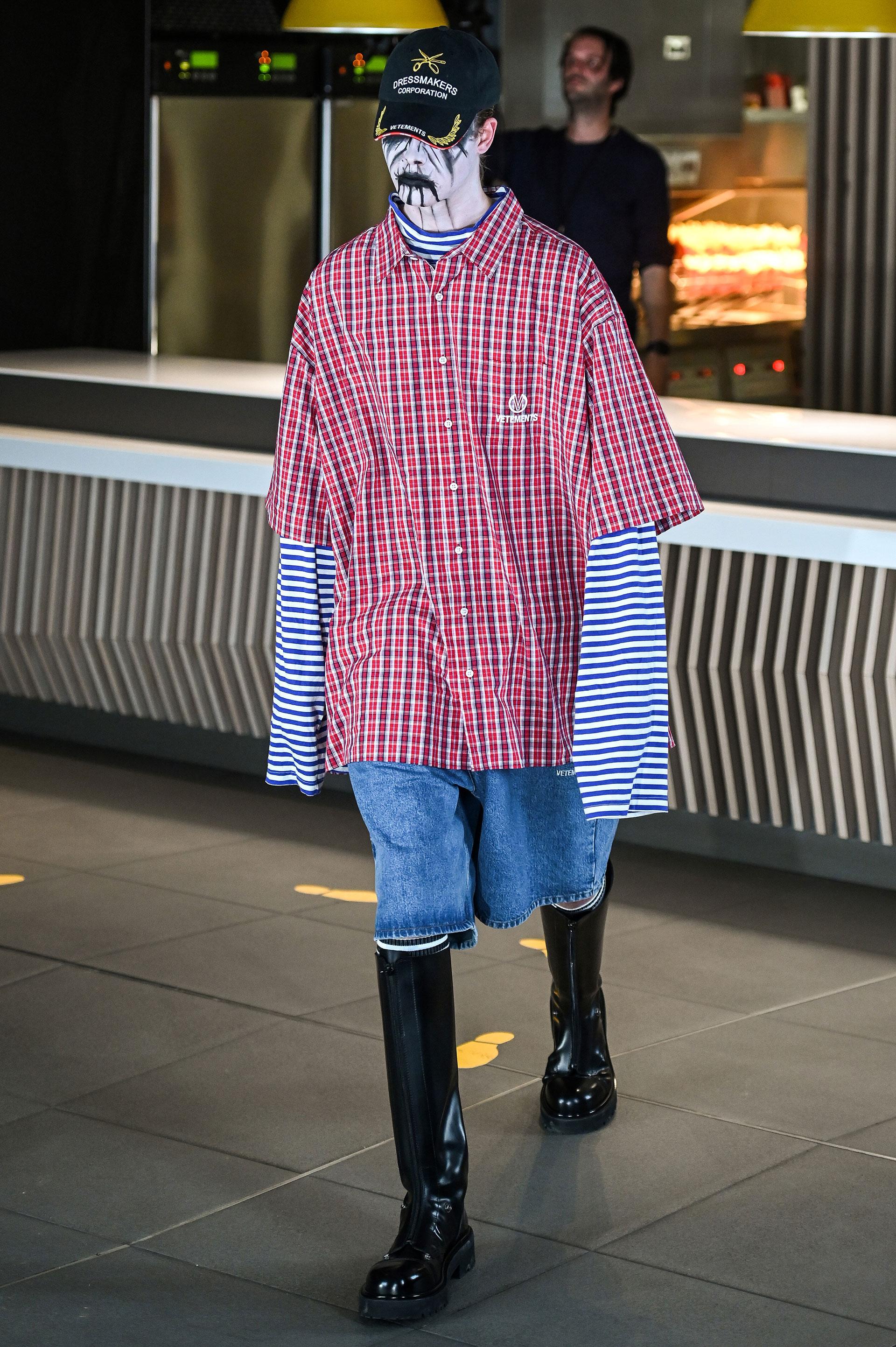 Superposición de prendas y tendencias. Denim, cuadrillé y rayas.