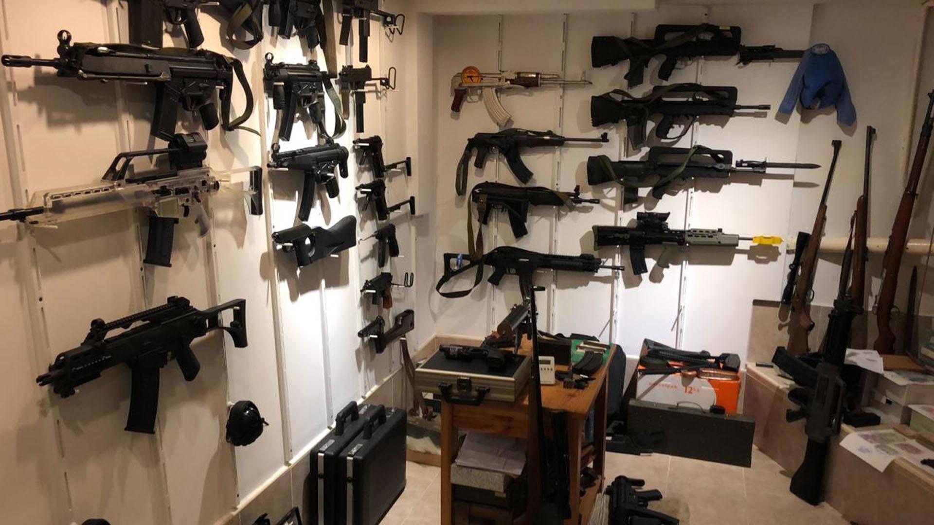 Histórico secuestro: 17 detenidos y 1.200 armas