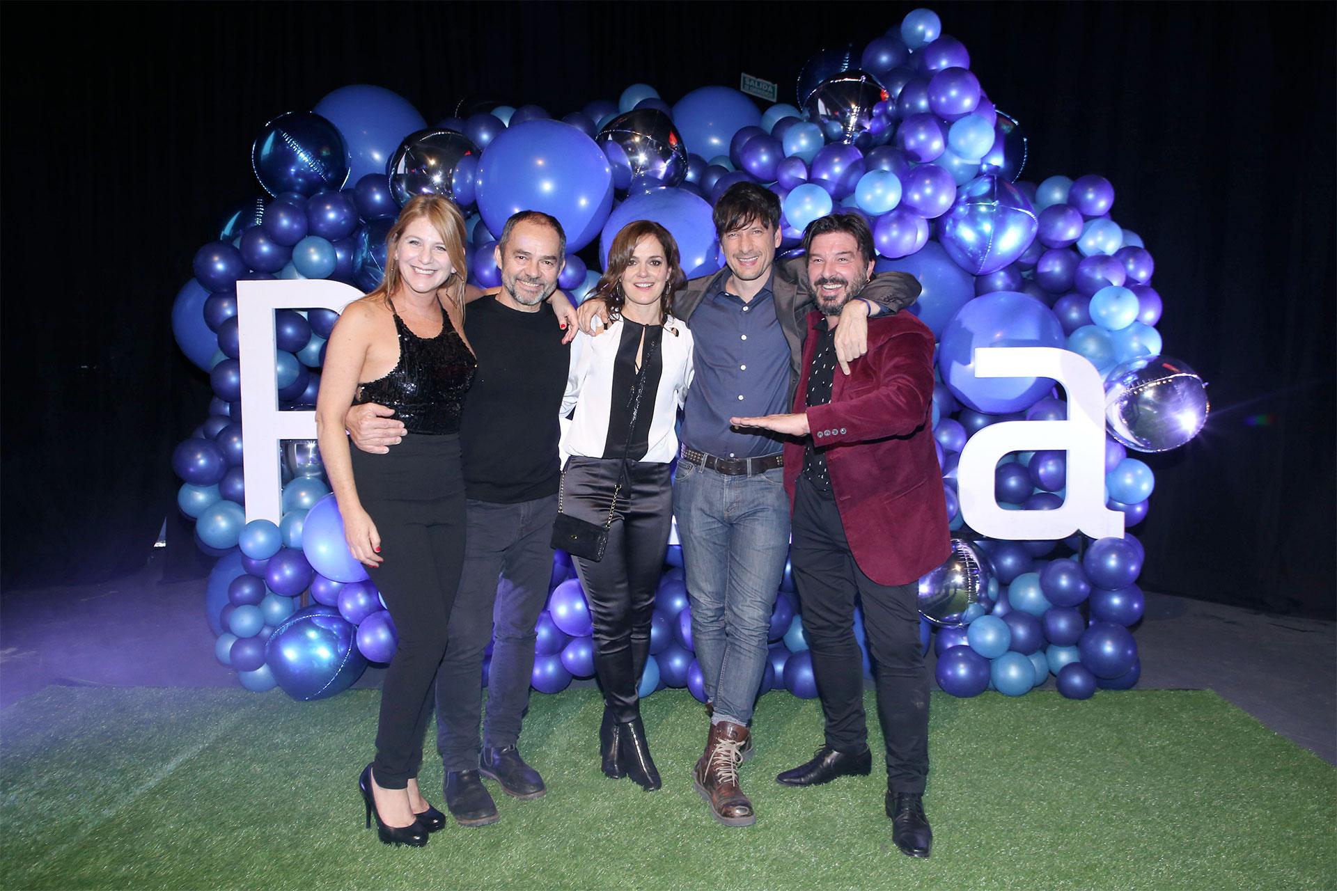 Emilia Mazer, Carlos Santamaría, Andrea Pietra, Antonio Birabent y Damián De Santo, parte del elenco de Verdad/Consecuencia.