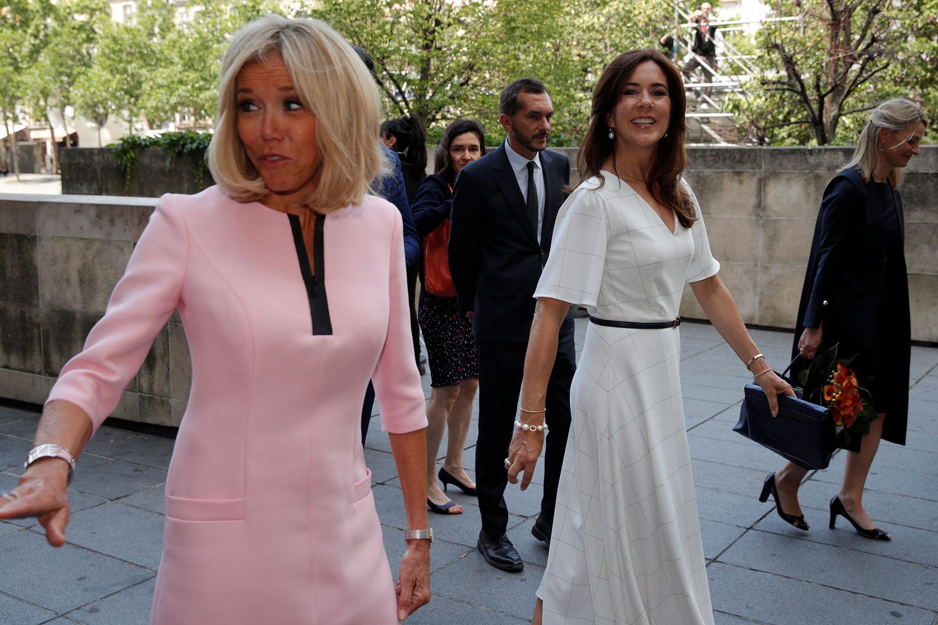 A los 66 años, Brigitte Macron se convirtió en un ícono de la moda mundial y marca tendencia con su estilo