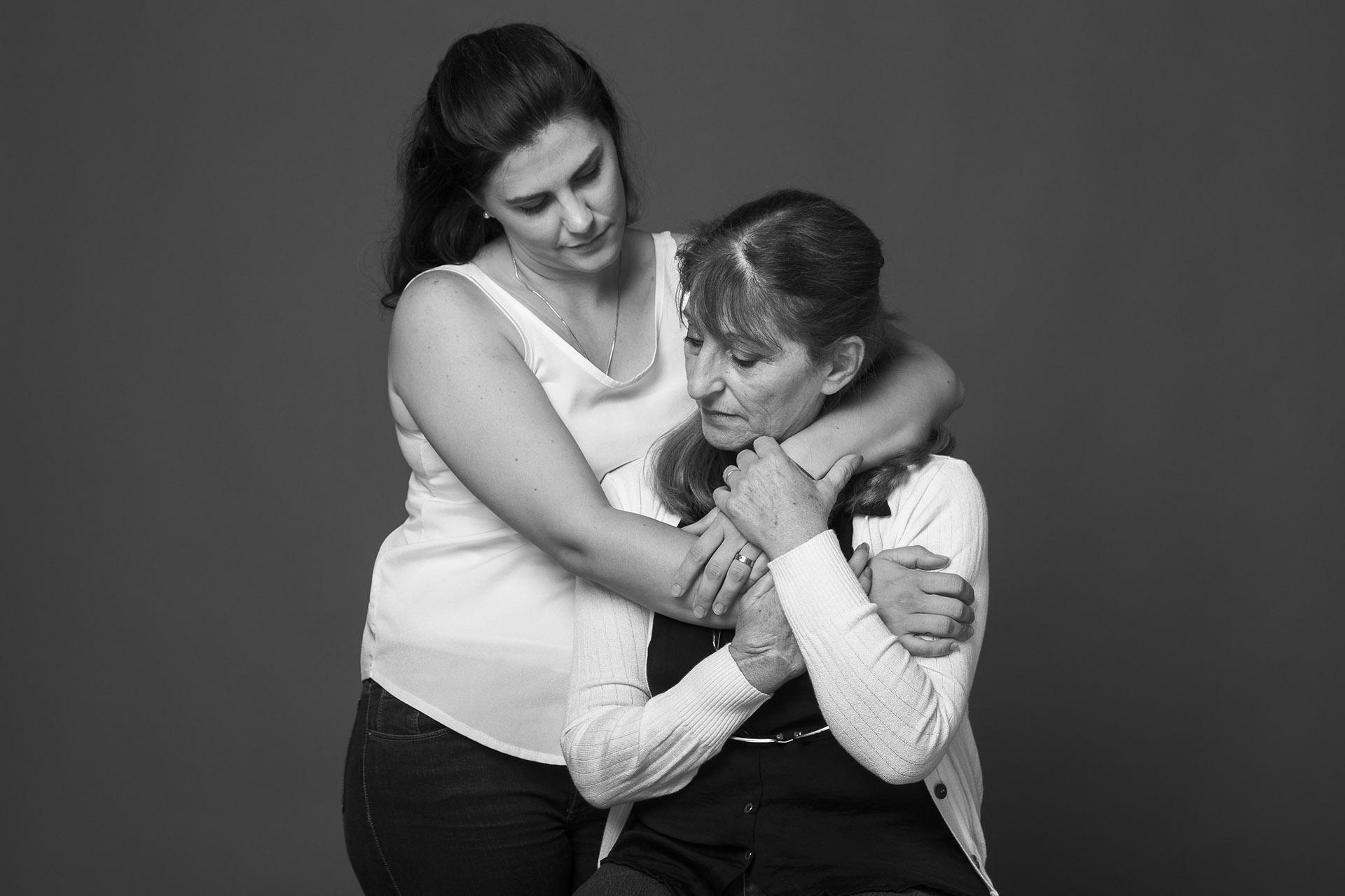 Rosa Barreiros y Paula Cernadas. Sebastián Barreiros, el hijo de Rosa, tenía 5 años cuando murió en el atentado, la misma edad de Paula Cernadas, que vivía en el edificio frente a la AMIA y logró sobrevivir