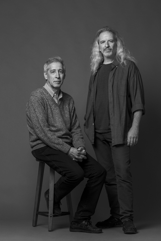 Ramón Pared y Miguel Rausch. Ramón y Miguel trabajaban en la AMIA en 1994 -uno en el sector de seguridad, el otro en el de compras-, pero por diferentes motivos ambos faltaron aquella mañana trágica del 18 de julio