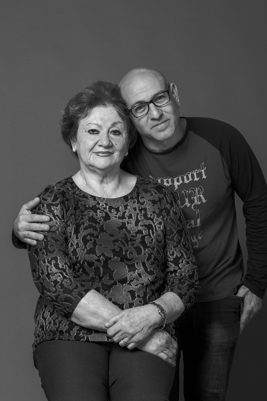 Sofía Guterman y Sergio Knorpel. Ella perdió a su hija Andrea en el atentado. Él a León, su padre. En medio de la desolación y la tristeza, se unieron, se contuvieron y formaron un vínculo de apoyo mutuo