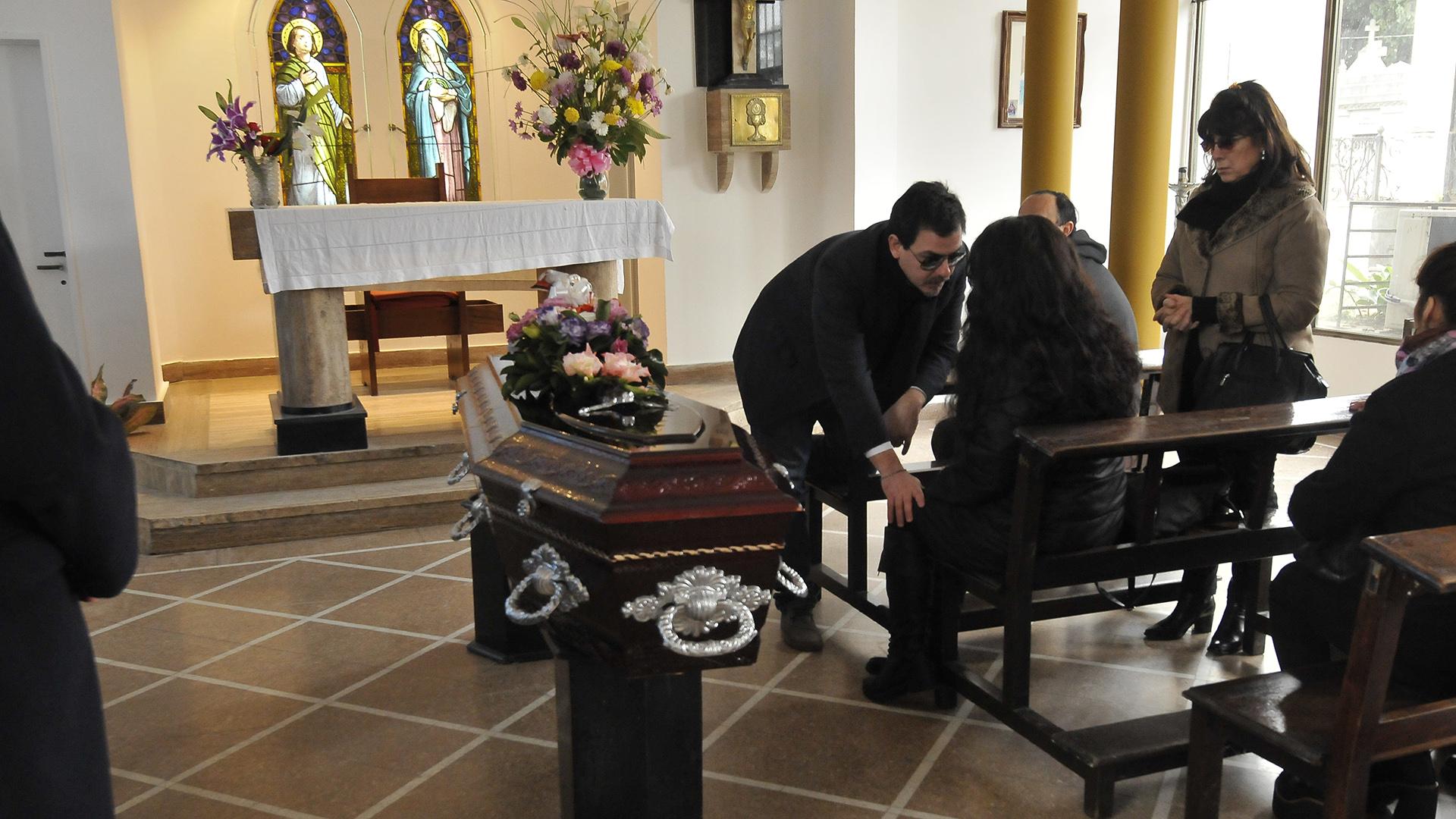 """Los familiares más cercanos de Isabel Sarli le dieron el último adiós a la """"Coca"""", la gran diva del cine argentino"""