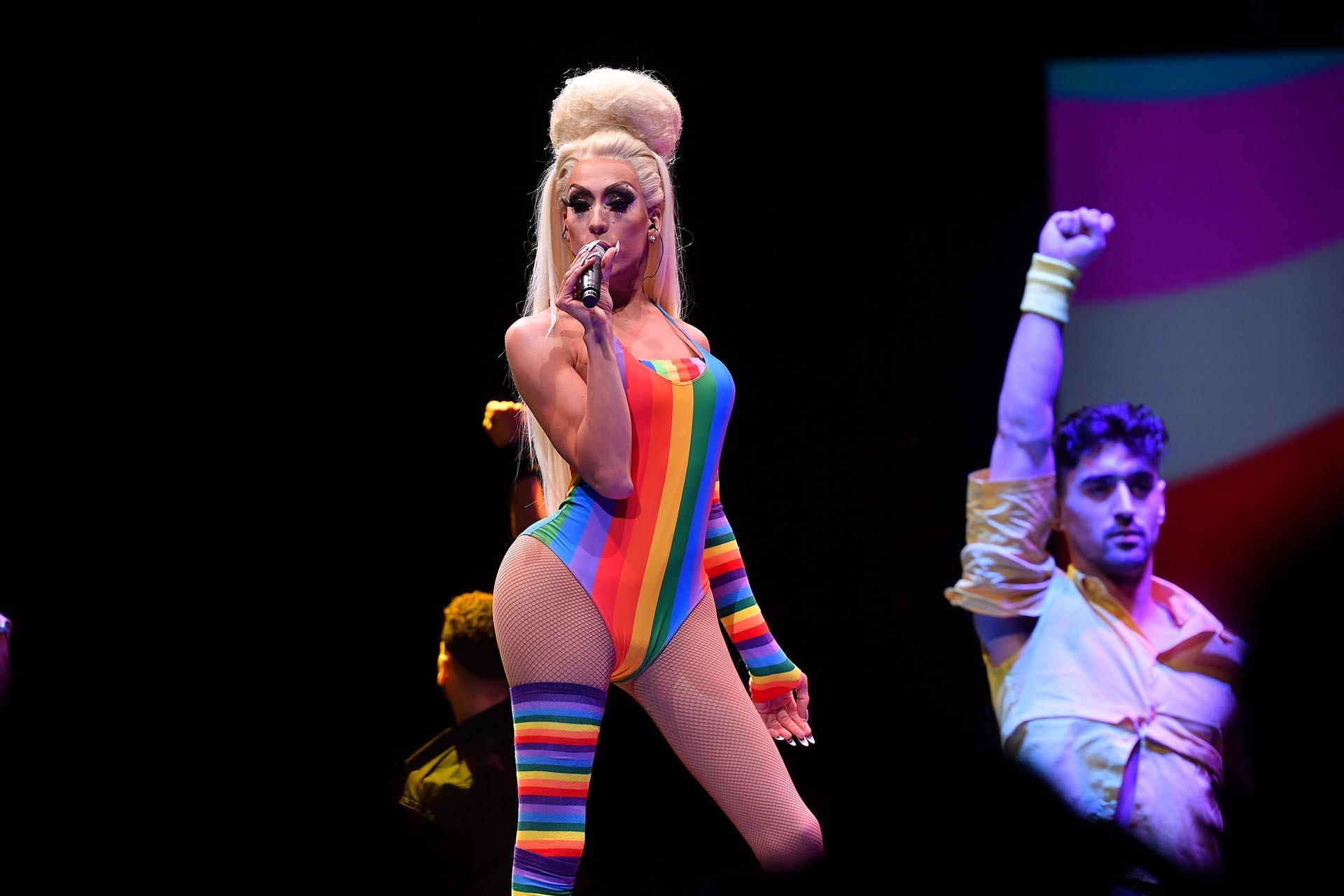 Alaska Thunderfuck brilló con su performance en el escenario durante la apertura del WorldPride 2019 en el Barclays Center de Brooklyn en Nueva York el 26 de junio