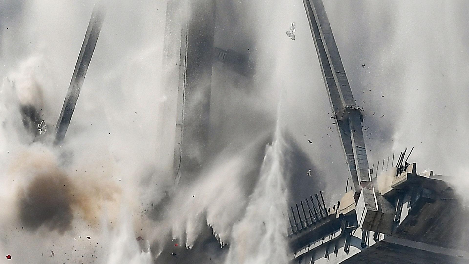 El estallido provocó una nube de agua yhumo (AFP)