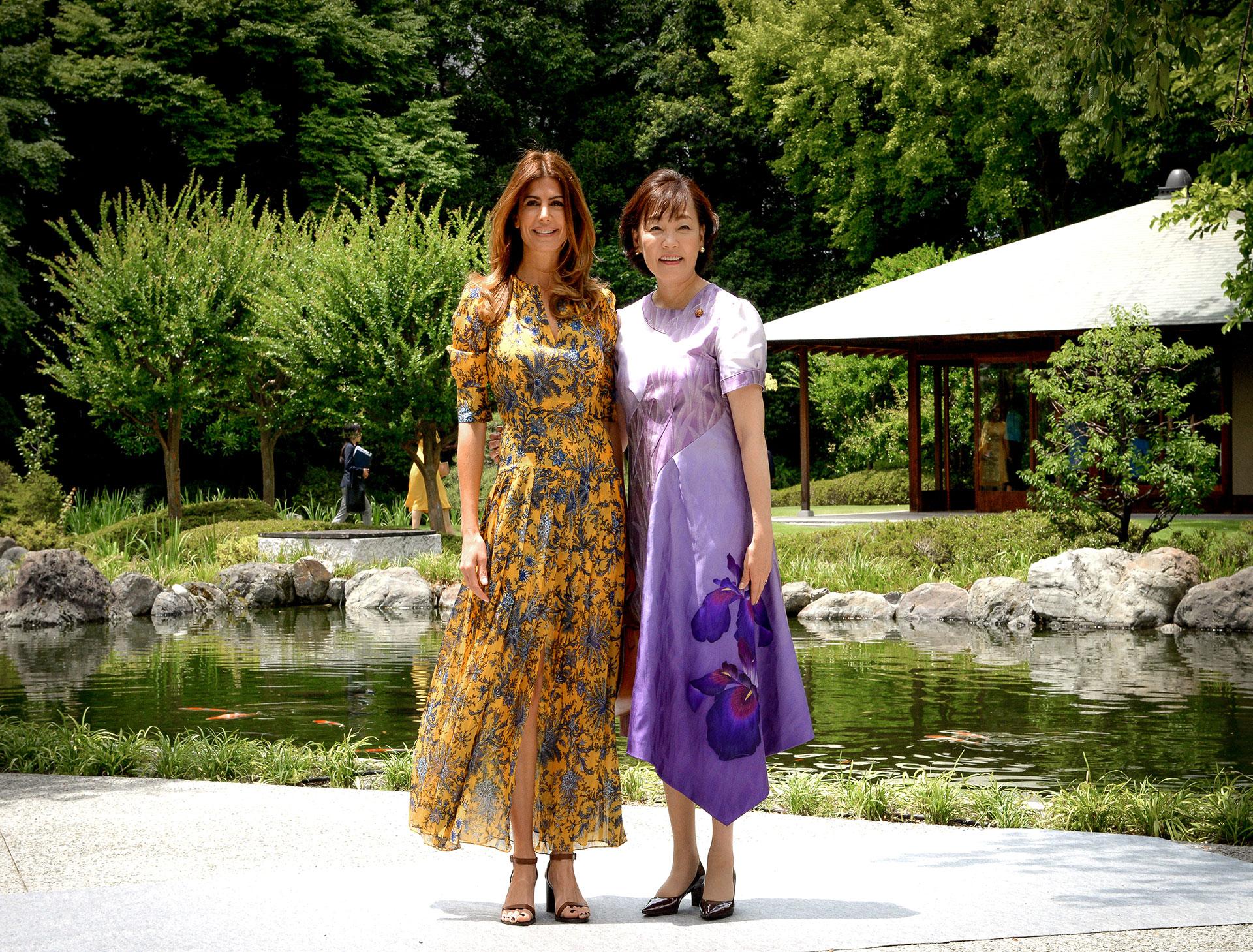 Juliana Awada visitó el Jardín Oriental Osaka, donde fue recibida por su par de Japón y anfitriona del programa, Akie Abe