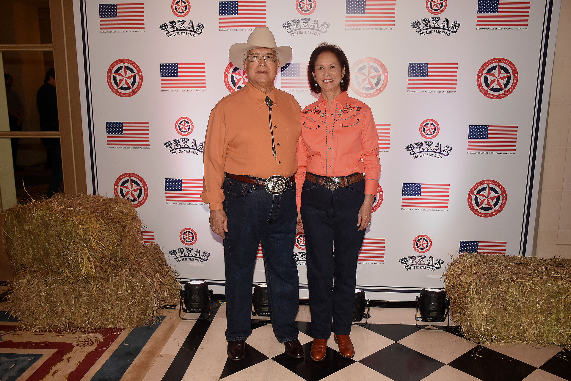 El embajador de los Estados Unidos en la Argentina, Edward C. Prado, y su mujer María recibieron a los invitados en el Palacio Bosch para festejar el tradicional 4 de julio (Fotos: Nicolás Stulberg)