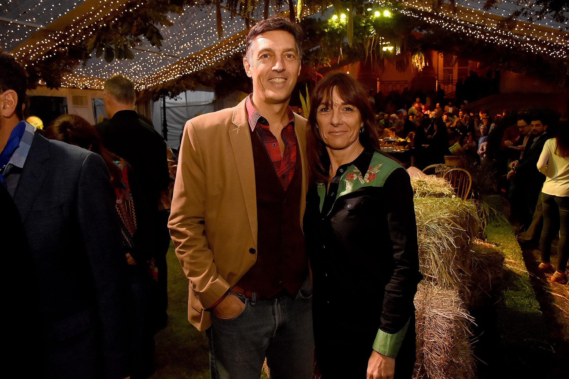 Facundo Gómez Minujín, presidente del JP Morgan y su mujer