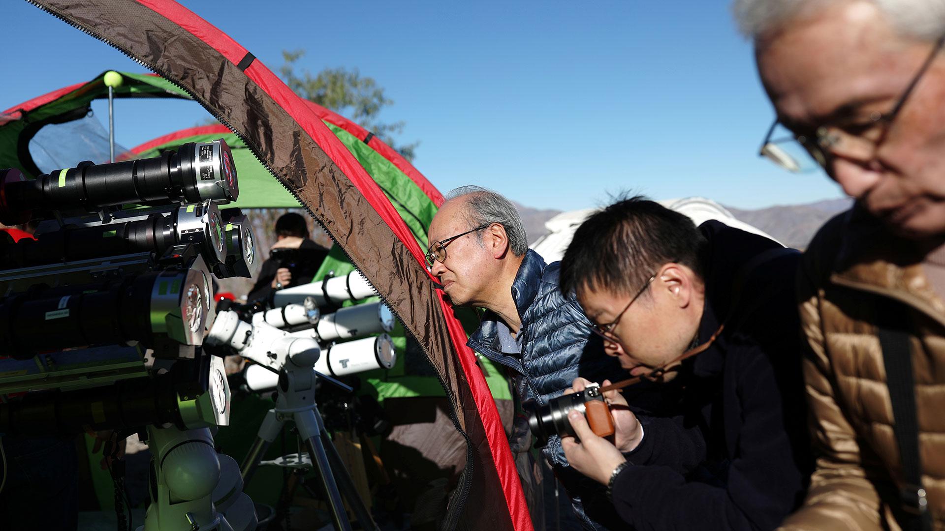 Los visitantes aficionados y los especialistas se mezclan en el Valle del Elqui (Reuters)