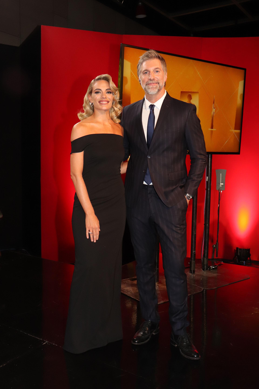 El look de Emilia Attias y Horacio Cabak, quienes fueron los elegidos para conducir los Premios Fund 2019 (Foto: Jorge Amado Group)