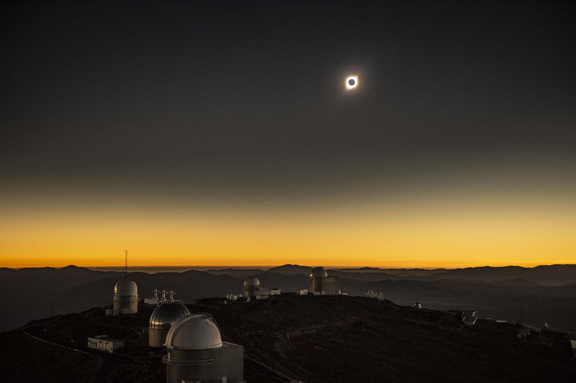 Panorama junto aLa Silla European Southern Observatory (ESO) en La Higuera, Coquimbo (Photo by Martin BERNETTI / AFP)