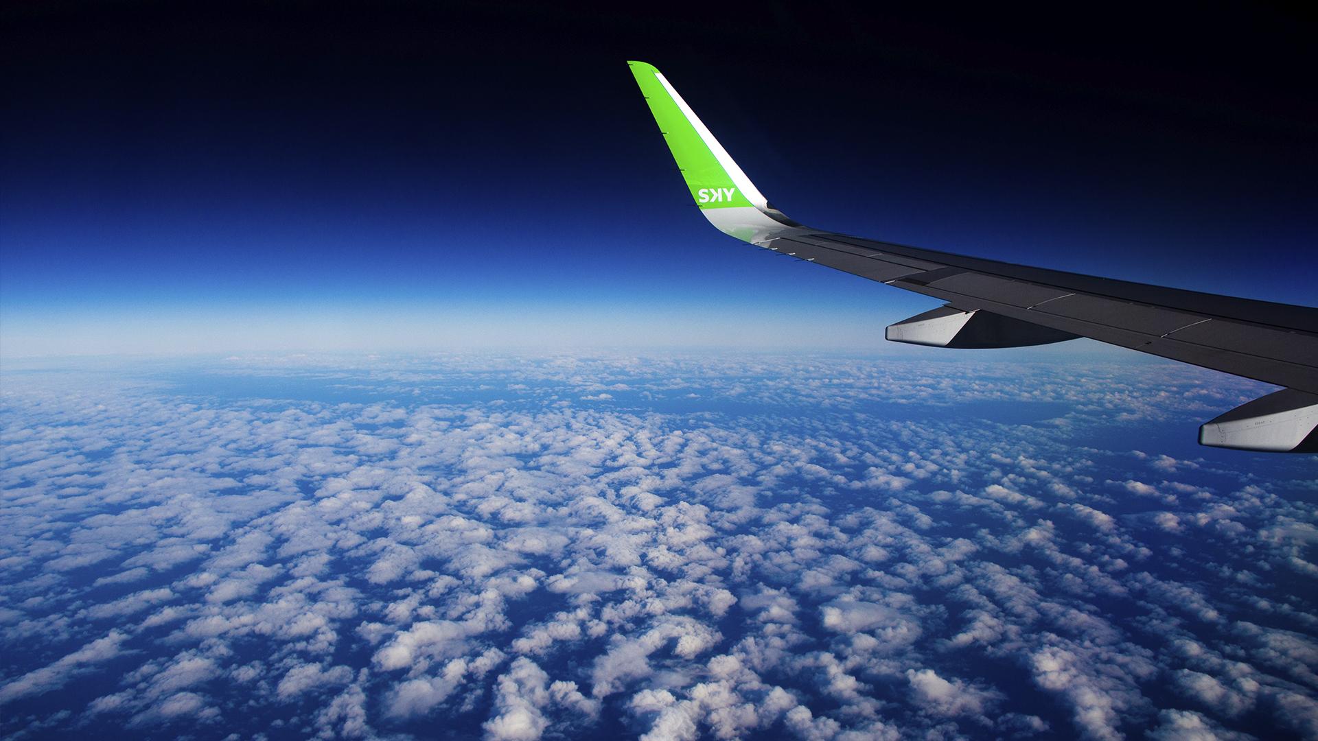 """Klaus Von Storch, piloto militar chileno y en 2001 candidato a convertirse en astronauta de la NASA, fue el encargado de interceptar el eclipse a bordo del avión. """"La umbra avanzará de oeste a este: tendremos que interceptarlo en un segundo exacto, porque no es un bloque uniforme, sino que tiene una punta en forma elíptica. El sol estará a 14 grados sobre el horizonte. Nosotros vamos a estar volando a 800 kilómetros por hora, mientras que la umbra viajará a diez mil kilómetros por hora. Cuando lo interceptemos, solo vamos a tener pocos segundos para verlo de frente"""", le dijo a Infobae"""