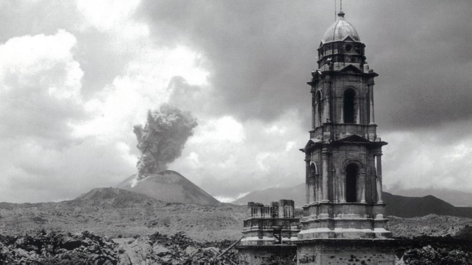 Nacimiento de un volcán, enjambres sísmicos lo anuncian en Michoacán.
