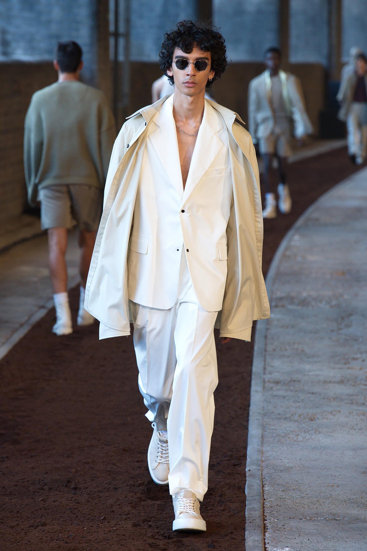 Ahí aprendió el oficio de diseñar estructuras y encontró la vocación de diseñar ropa. Desde la Association School of Architecture emprendió rumbo hacia la prestigiosa universidad de moda, Central Saint Martins, donde aprendió costura. Lanzó su sello Qasimi Homme varios años después, en 2008