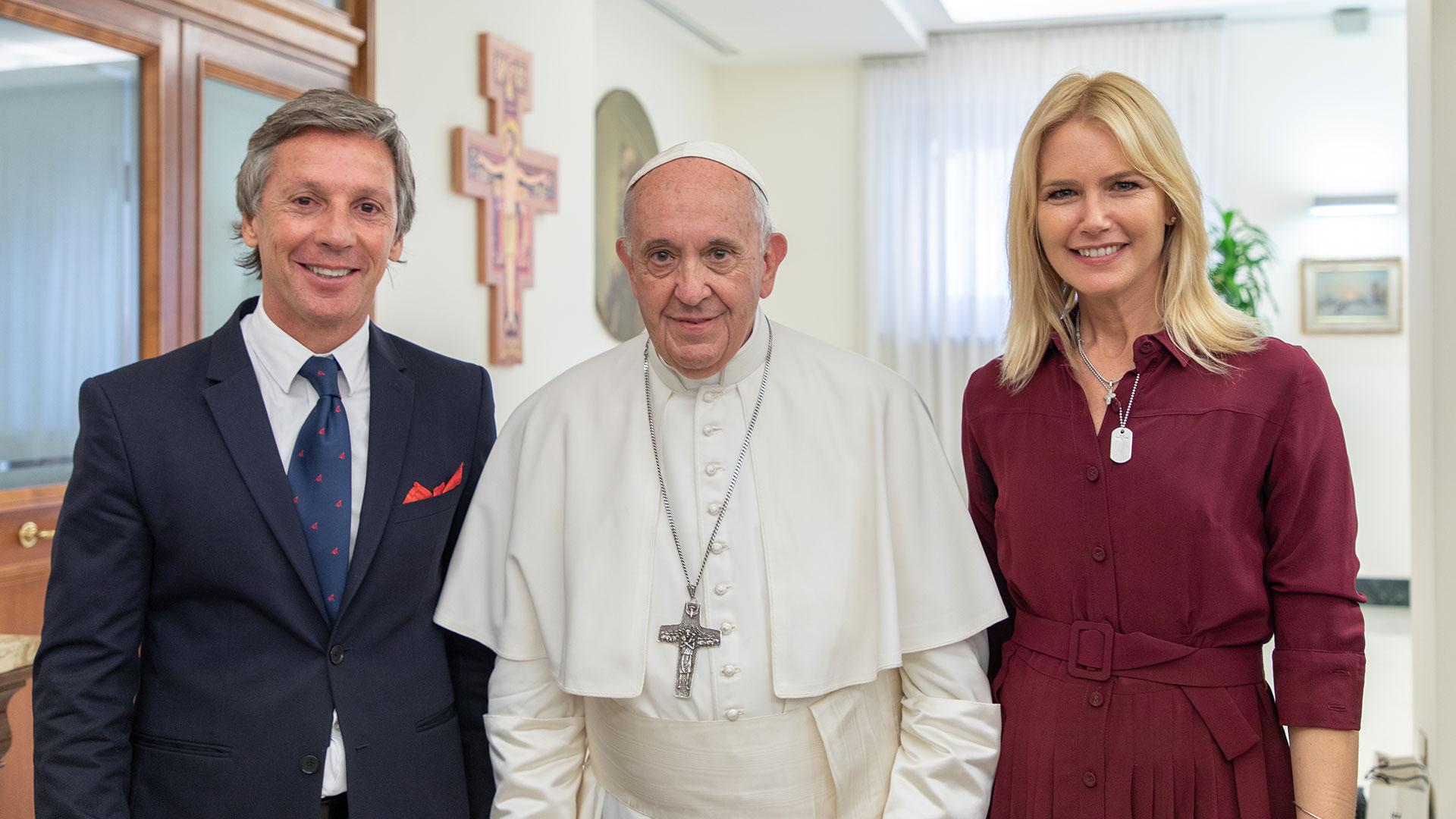 El empresario Alejandro Gravier, el Papa Francisco y Valeria Mazza mantuvieron una reunión de una hora