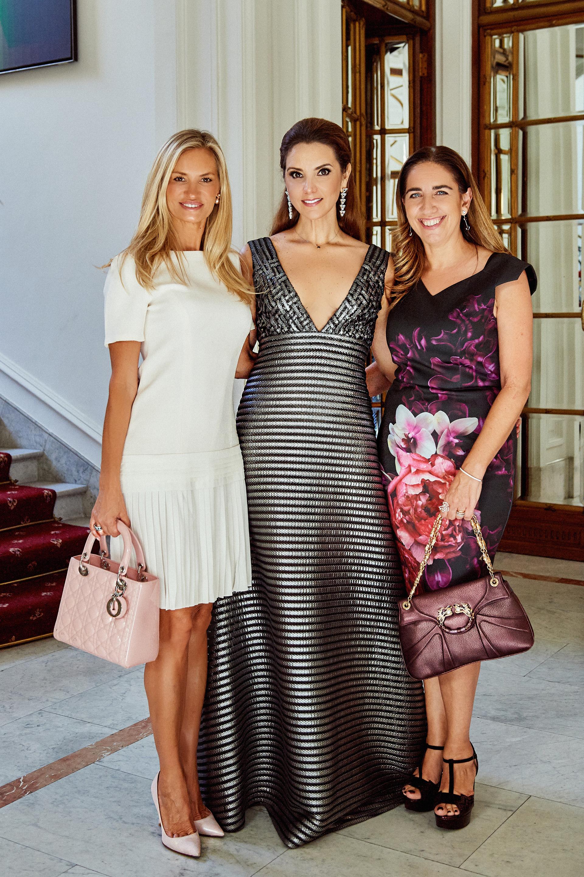 Lily Sciorra, asesora de imagen de Virginia Tola, junto a la gemóloga y joyera Lisi Fracchia quien diseñara las joyas para las próximas funciones.