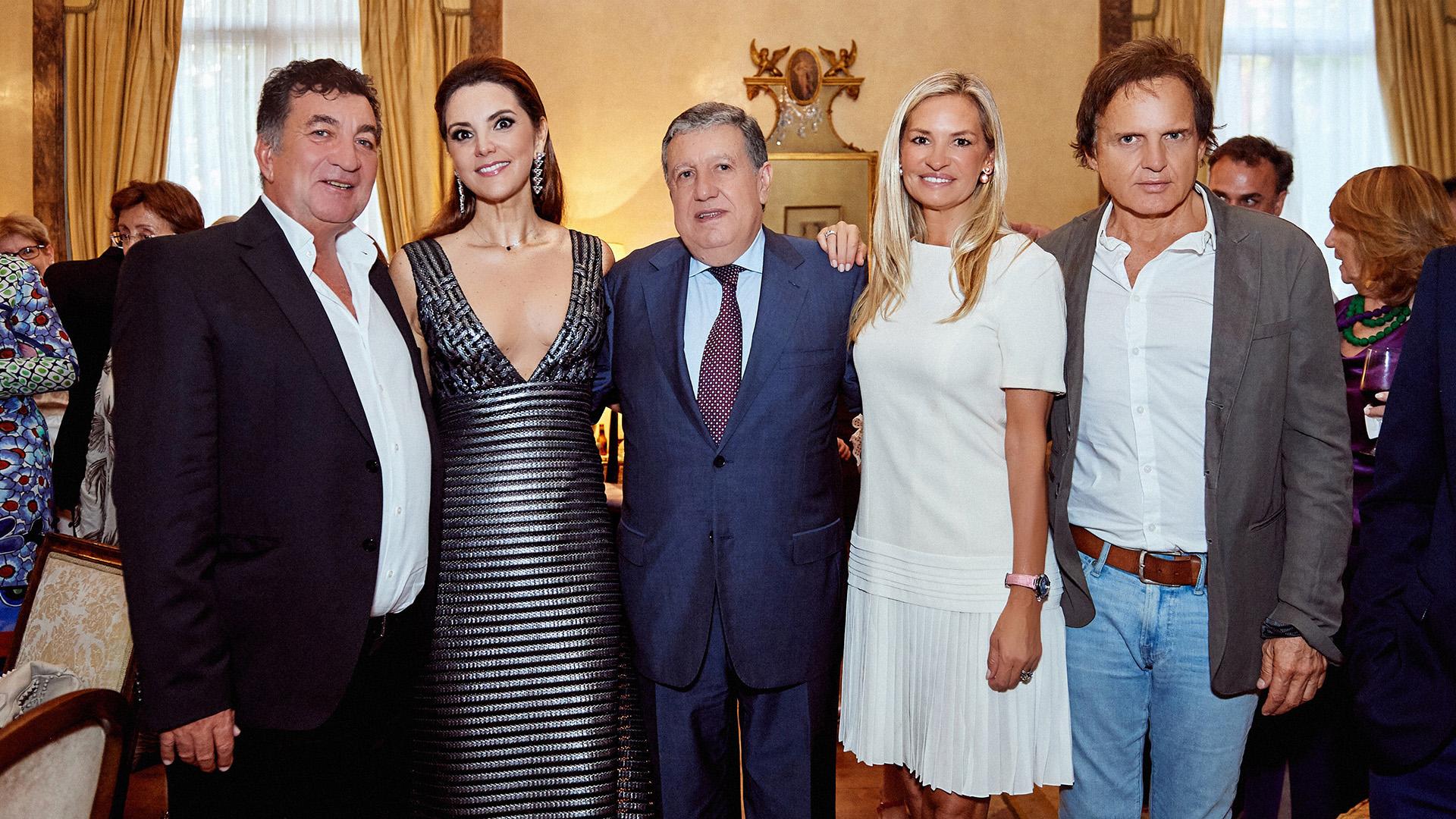 El empresario Gustavo Mascardi, la soprano Virginia Tola, el embajador Ramón Puerta, la empresaria Lily Sciorra, y el productor Patricio Rabuffetti.