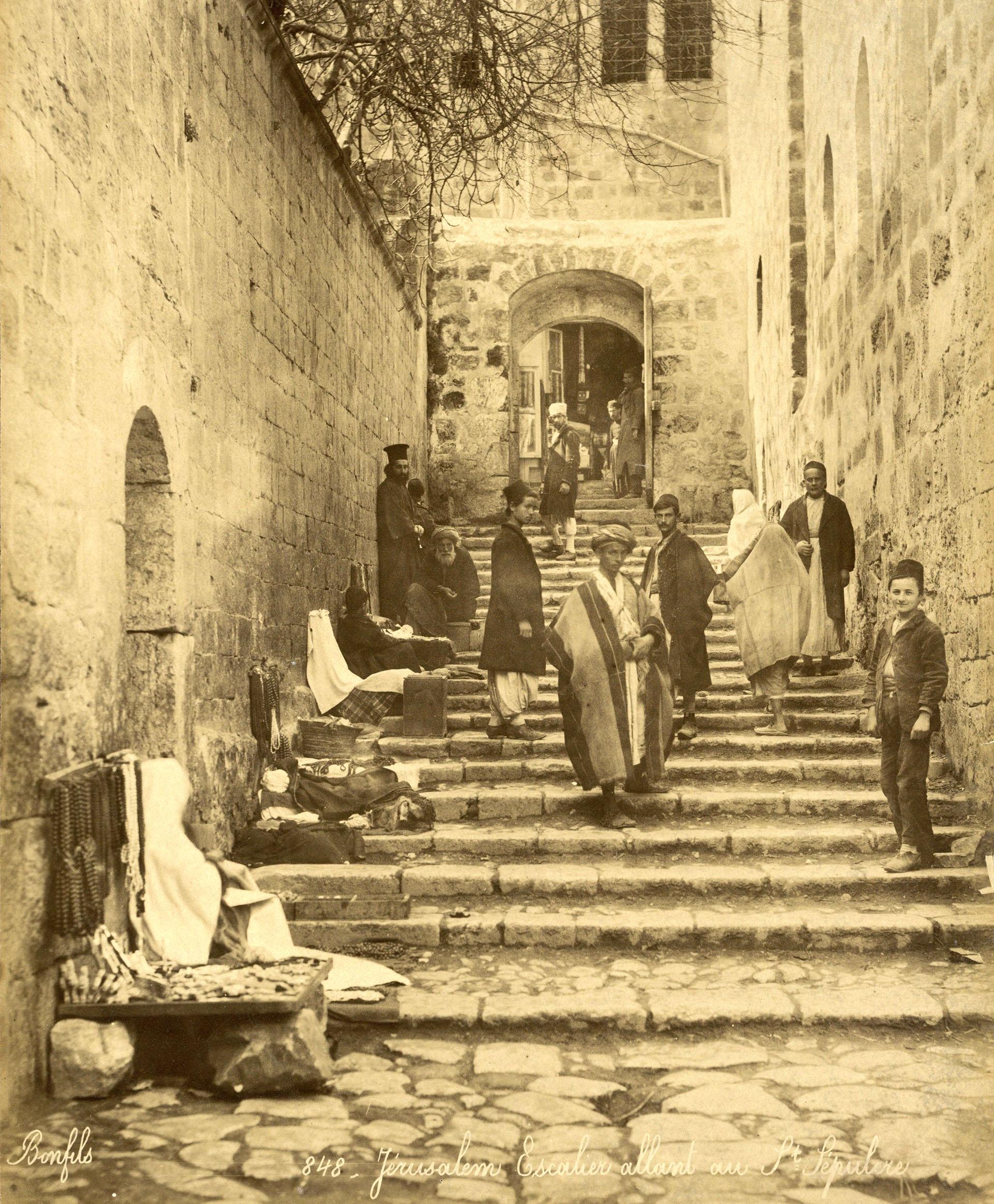 La vida cotidiana de un barrio cristiano. Fotografía tomada alrededor de 1870. Forma parte del álbum de Félix Bonfils. EFE