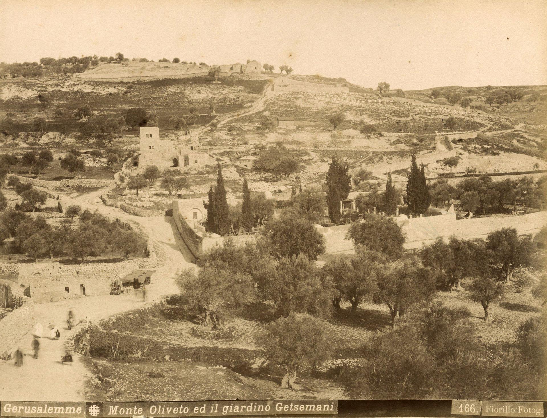 La vista general del Monte de los Olivos y el jardín de Getsemaní en Jerusalén. Fotografía tomada durante la década de 1880. Forma parte del álbum de L. Florillo. EFE/Jacob Wahrman Archive