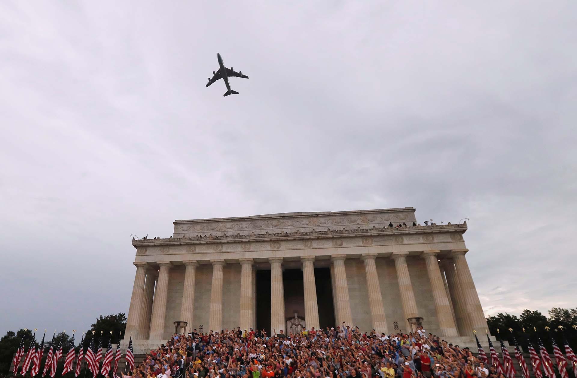 El discurso de Trump concluyó con el sobrevuelo del avión presidencial Air Force One