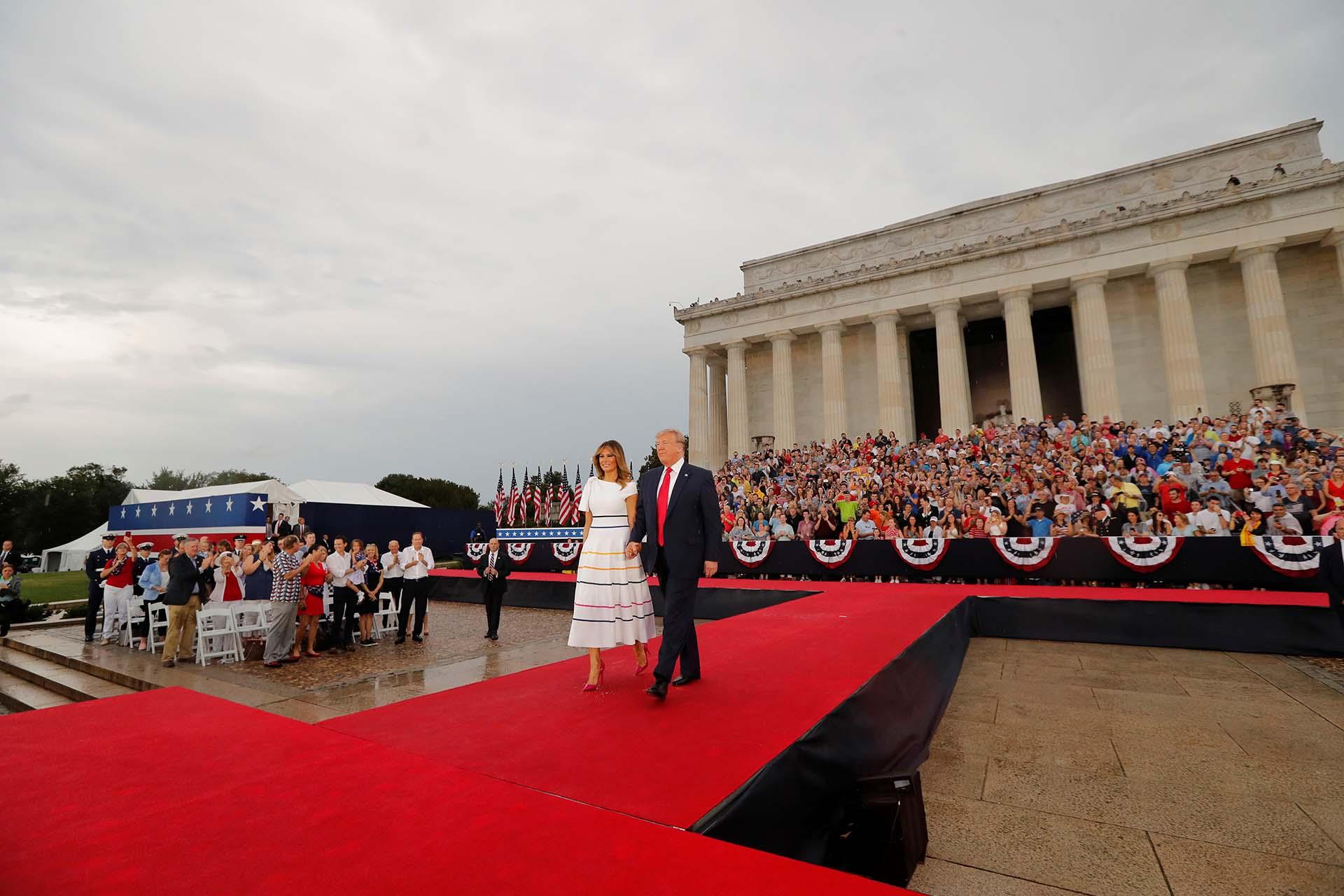 La llegada del presidente Donald Trump y la primera dama Melania Trump al acto por el Día de la Independencia de EEUU que este año se celebró en el Monumento de Lincoln en Washington D.C.