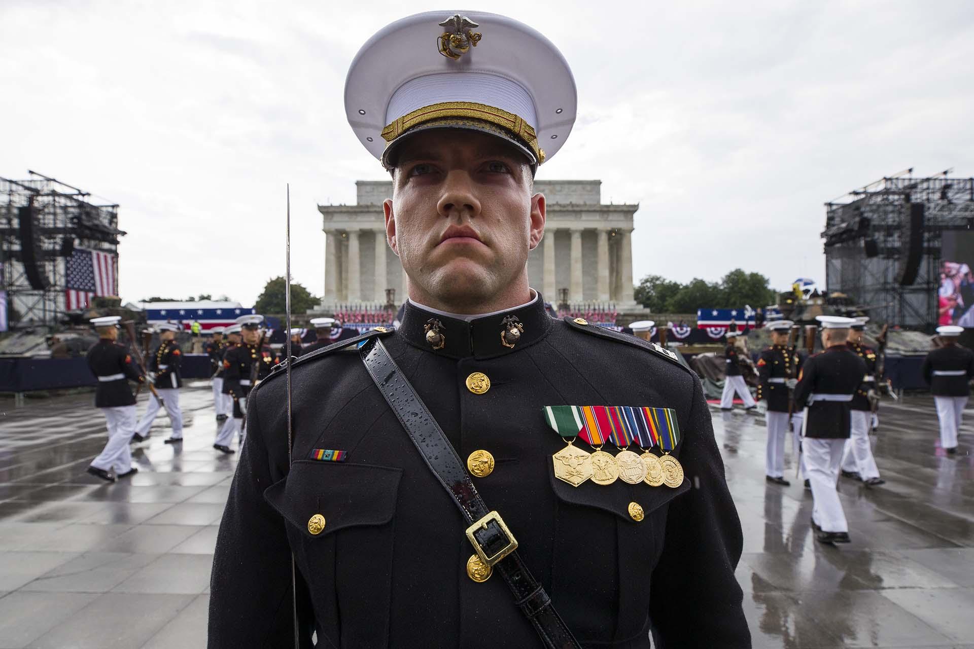 El Pelotón de Simulacros Silenciosos del Cuerpo de la Marina de los EEUU también hizo presencia en el acto