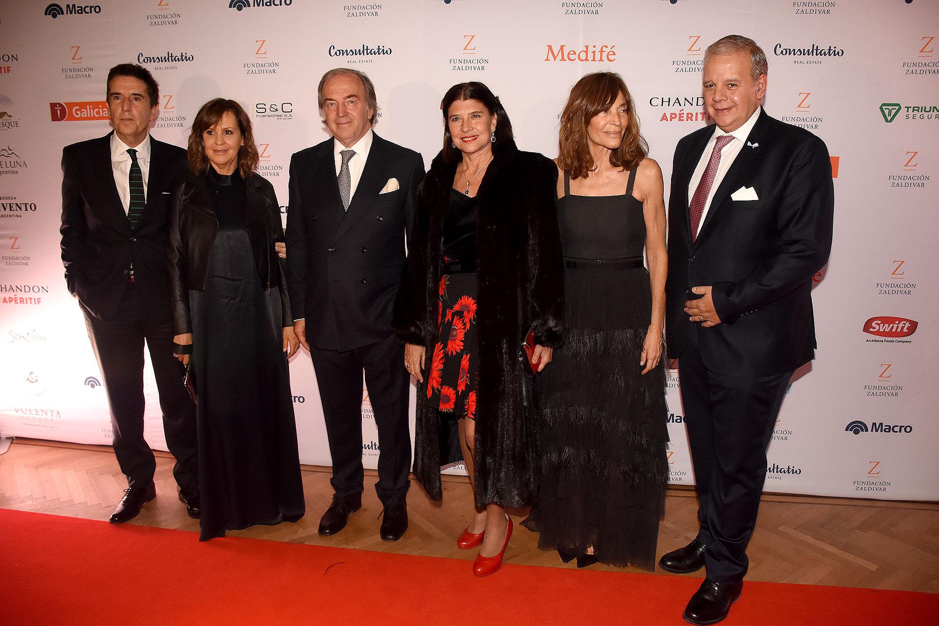 Carlos Melconian, su mujer, Roberto Zaldivar, Marta Diez, Estela Zaldivar y Alejandro Enrique Caride, médico