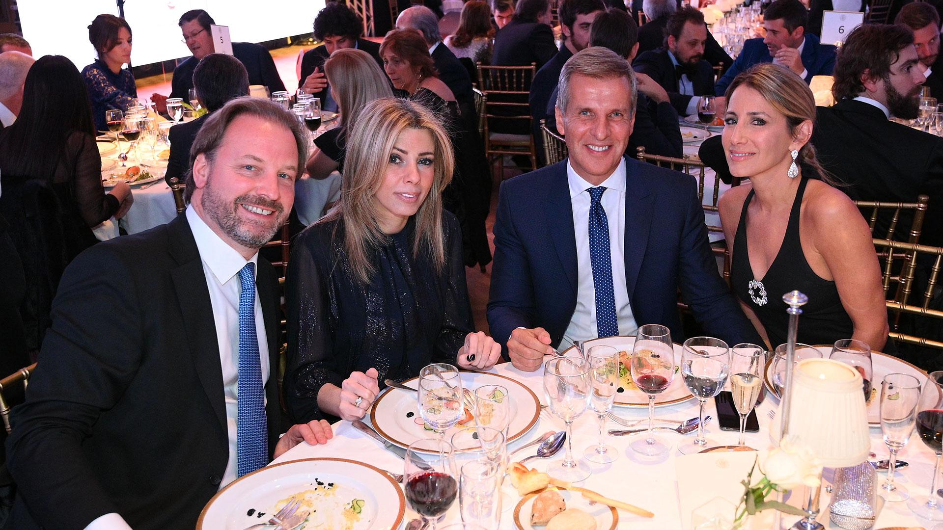 Michael Halstrick -presidente y CEO de Bodega Norton- y Susana Monzó, junto a Martín Redrado y Lulú Sanguinetti