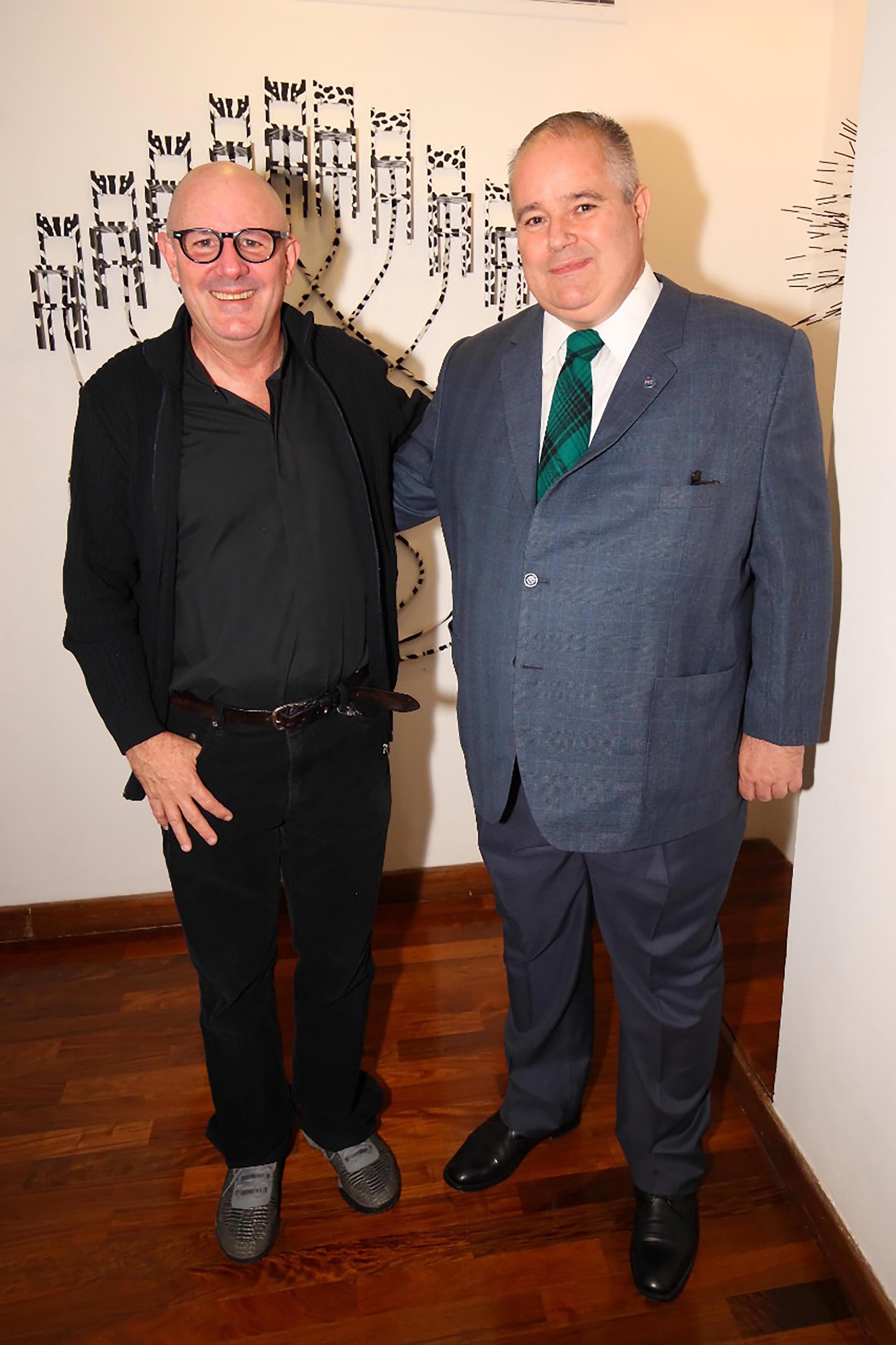 El artista cubano José Franco y el secretario de cultura de Brasil, Henriquez Pires