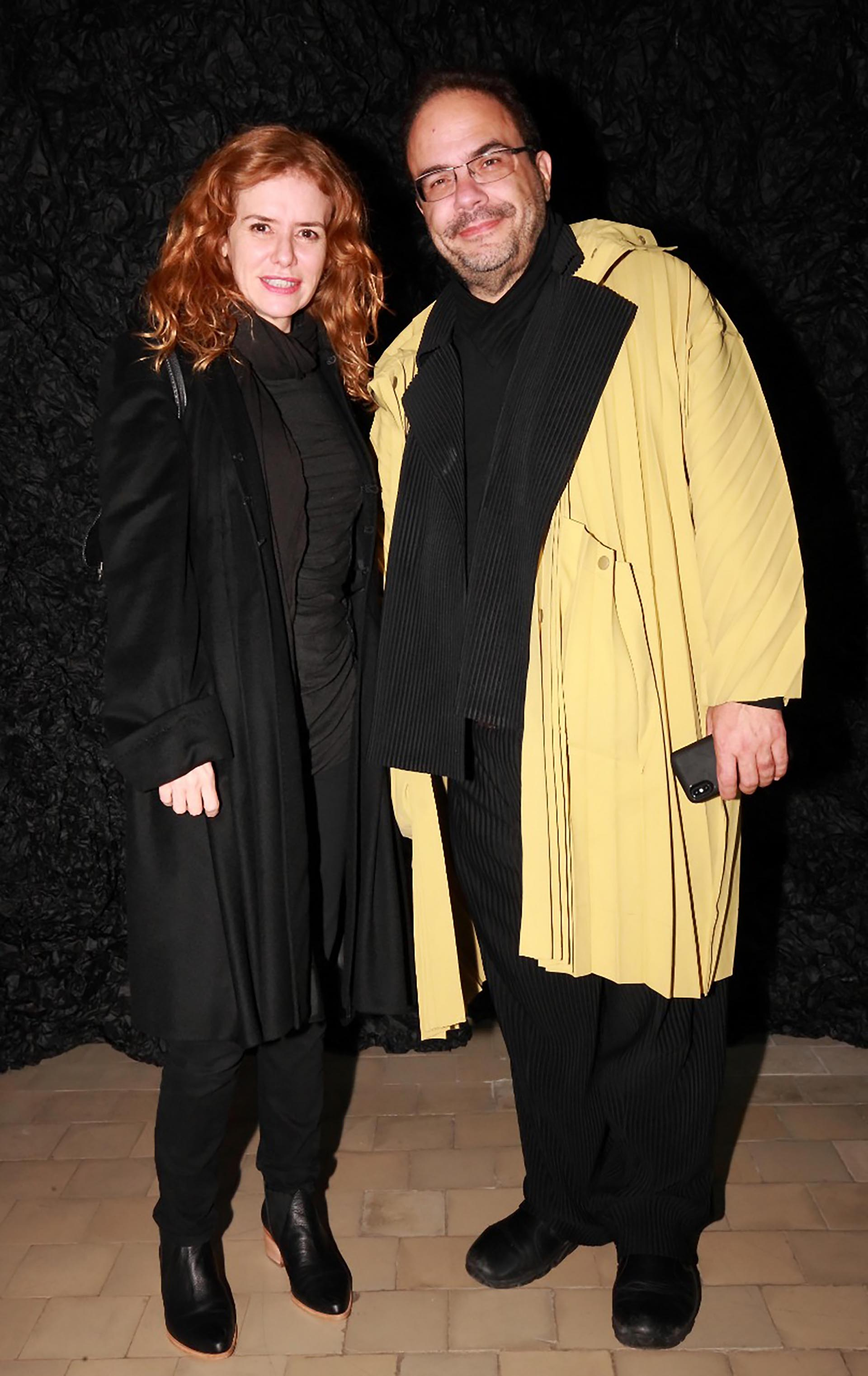 La artista plástica argentina Karina El Azem y el destacado curador brasileño, Marcello Danta.