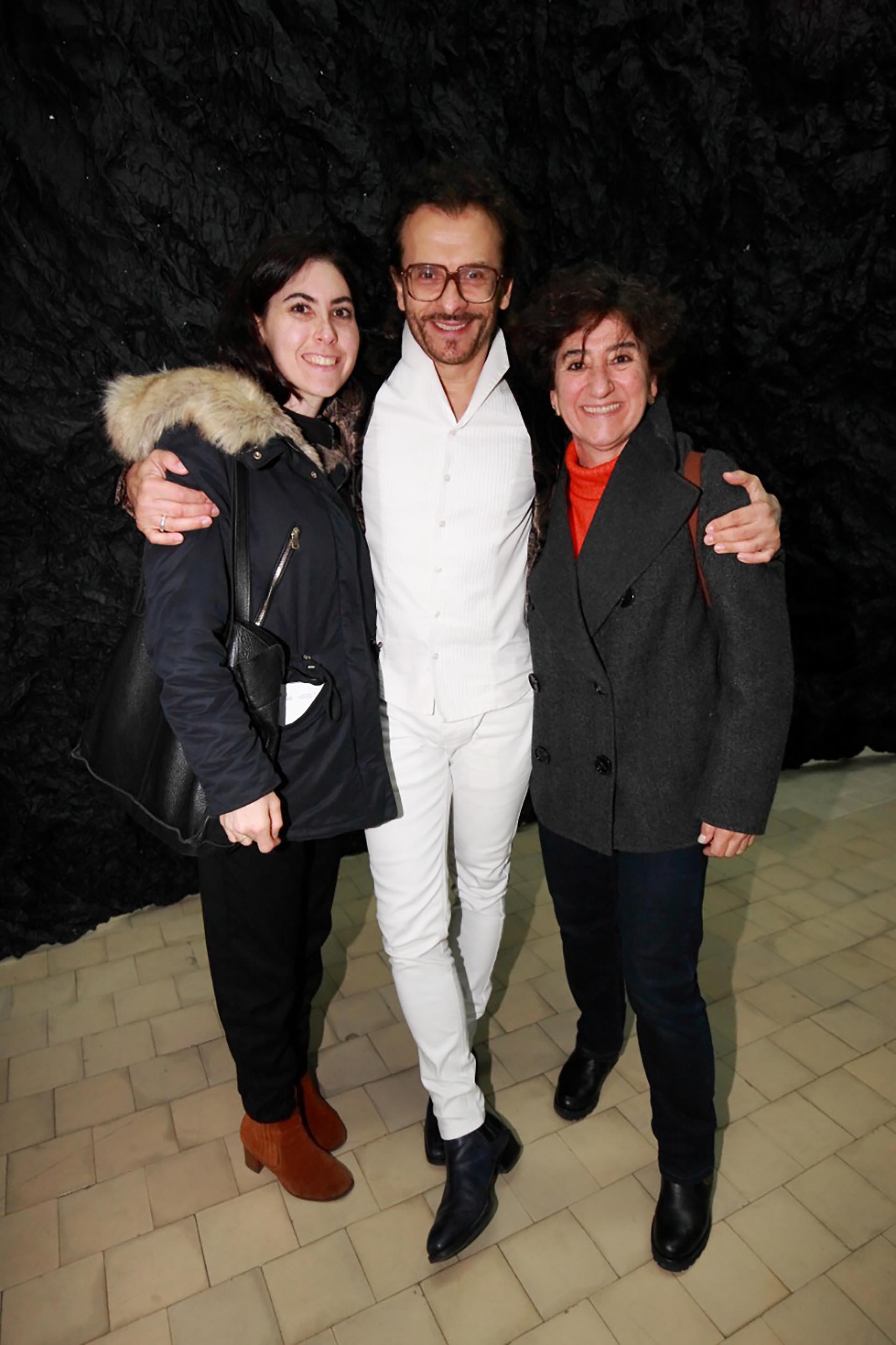 Los galeristas: Morita Bacal, Lorenzo Fiaschi, director italiano de la galería Continua y Orly Benzacar de Ruth Benzacar.