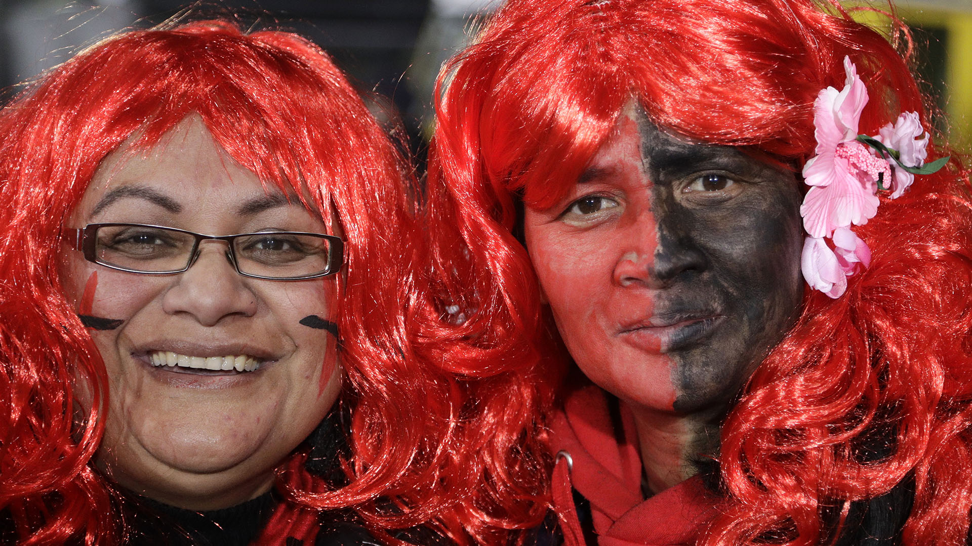 El colorido local en los fans de Crusaders. (AP Photo/Mark Baker)