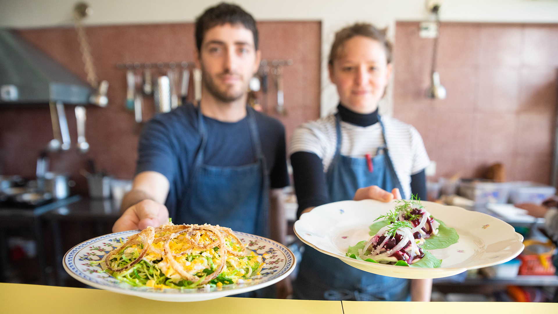 Sus fundadores son dos jóvenes gastronómicos compartieron la misma secundaria y se dedicaron a viajar por la cocina