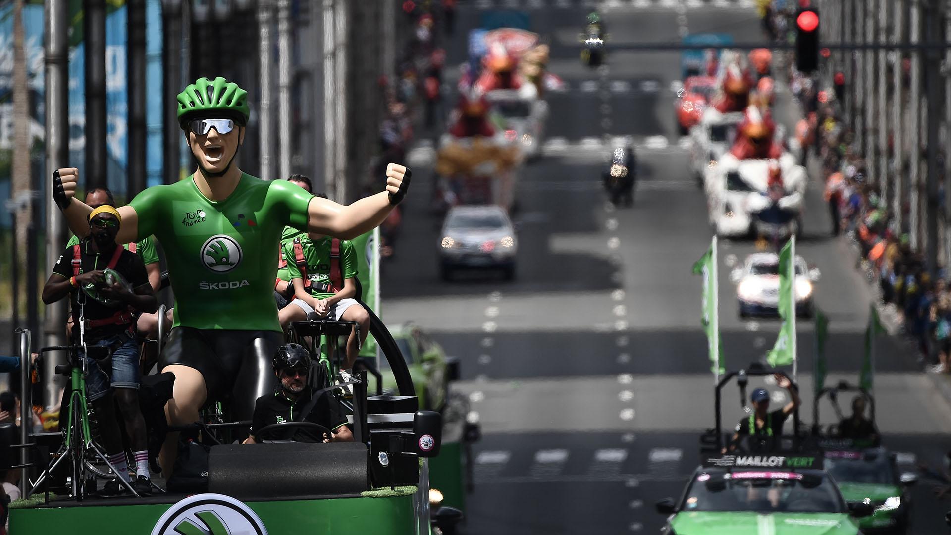 El más perjudicado fue el francés Romain Bardet, del Ag2r, que se dejó menos de un minuto con respecto a los jefes de filas del Ineos