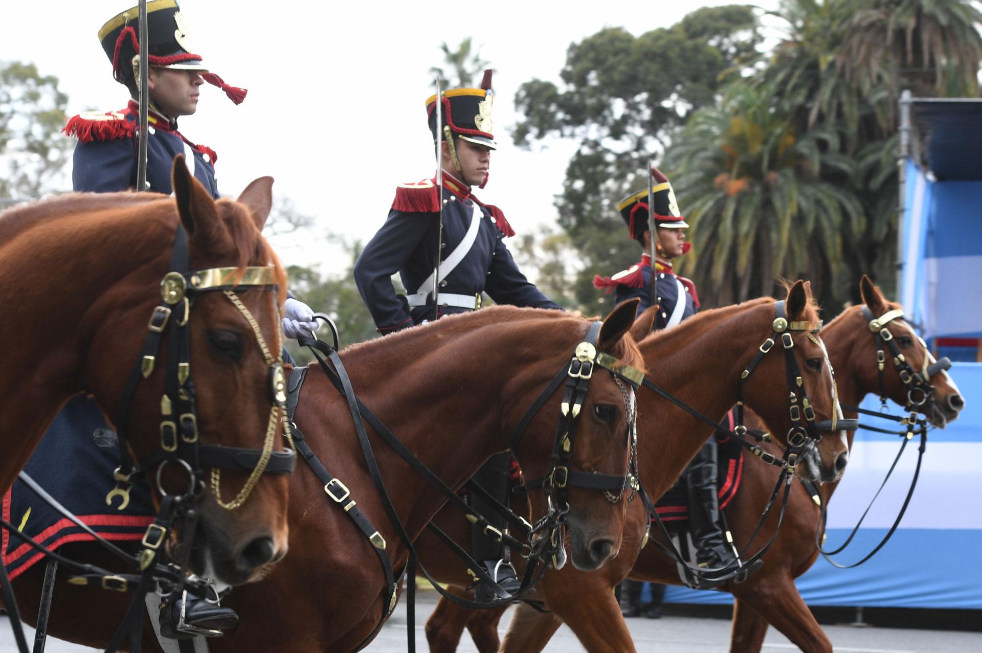 Del desfile forman parte veteranos de Guerra de Malvinas y miembros de fuerzas de seguridad extranjeras