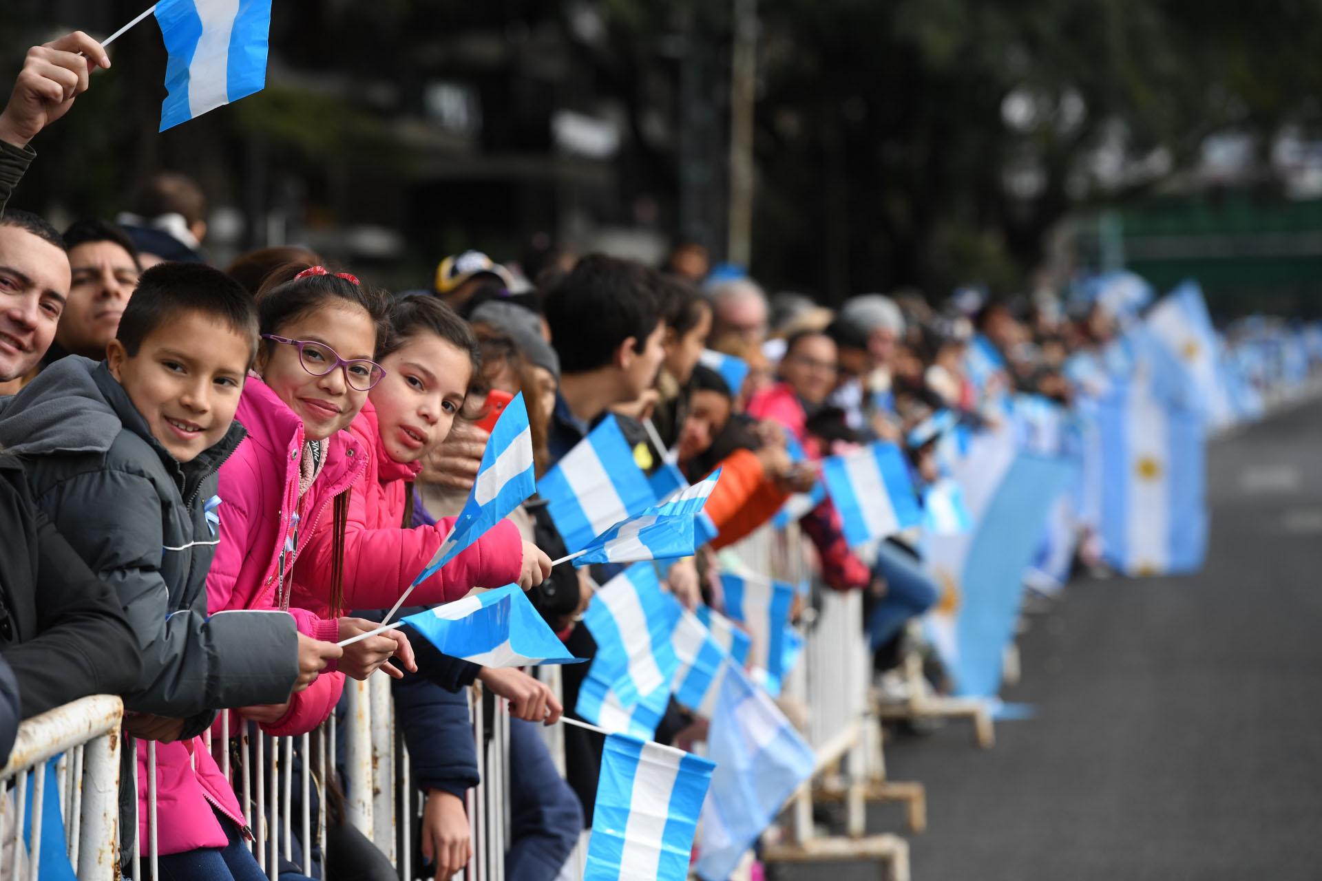 El desfile militar por el 9 de julio llegó a las calles de Palermo y despertó mucho interés